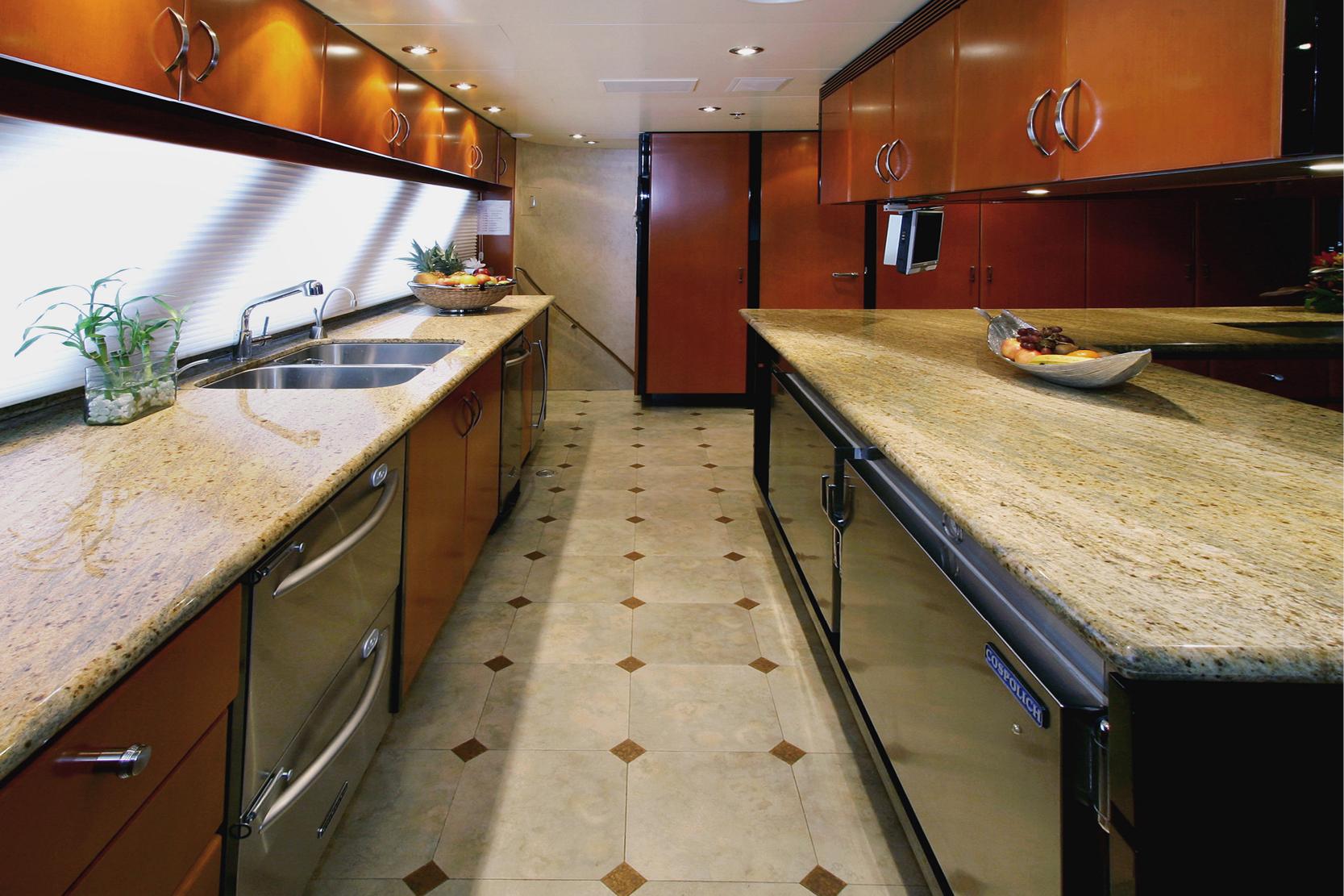 Karen-Lynn-Interior-Design-Yacht-Xilonen_20.jpg