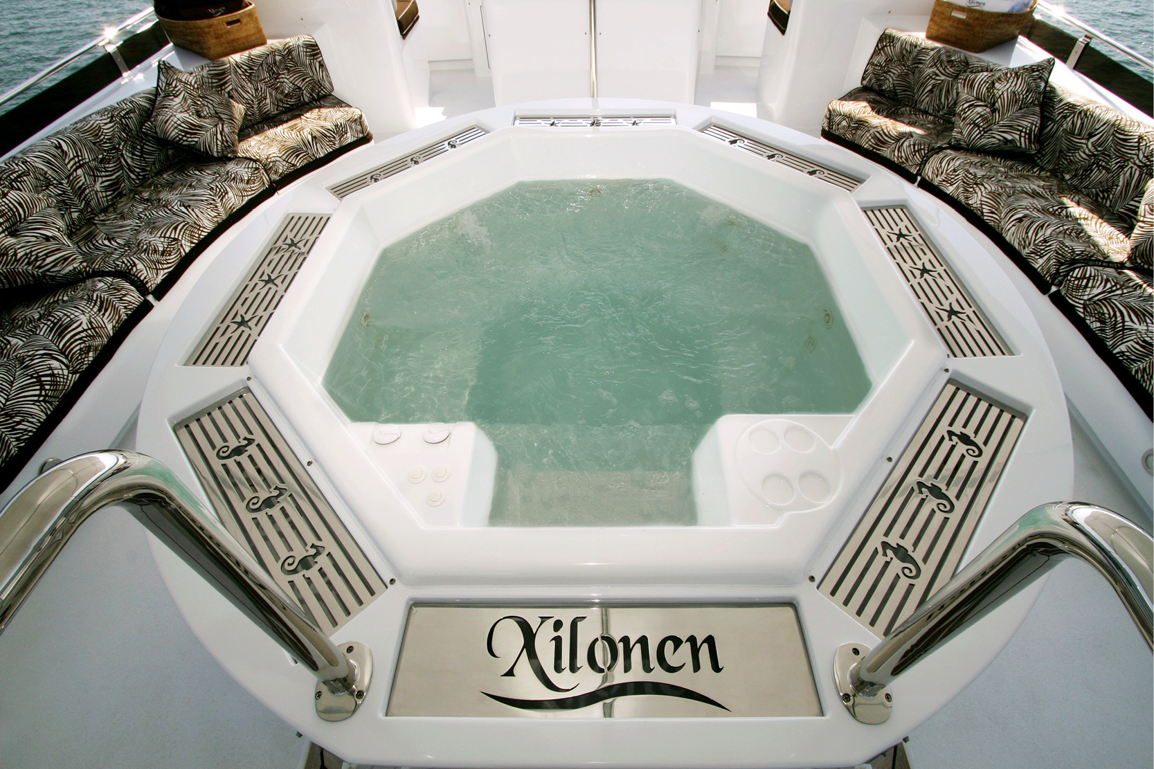 Karen-Lynn-Interior-Design-Yacht-Xilonen_25.jpg
