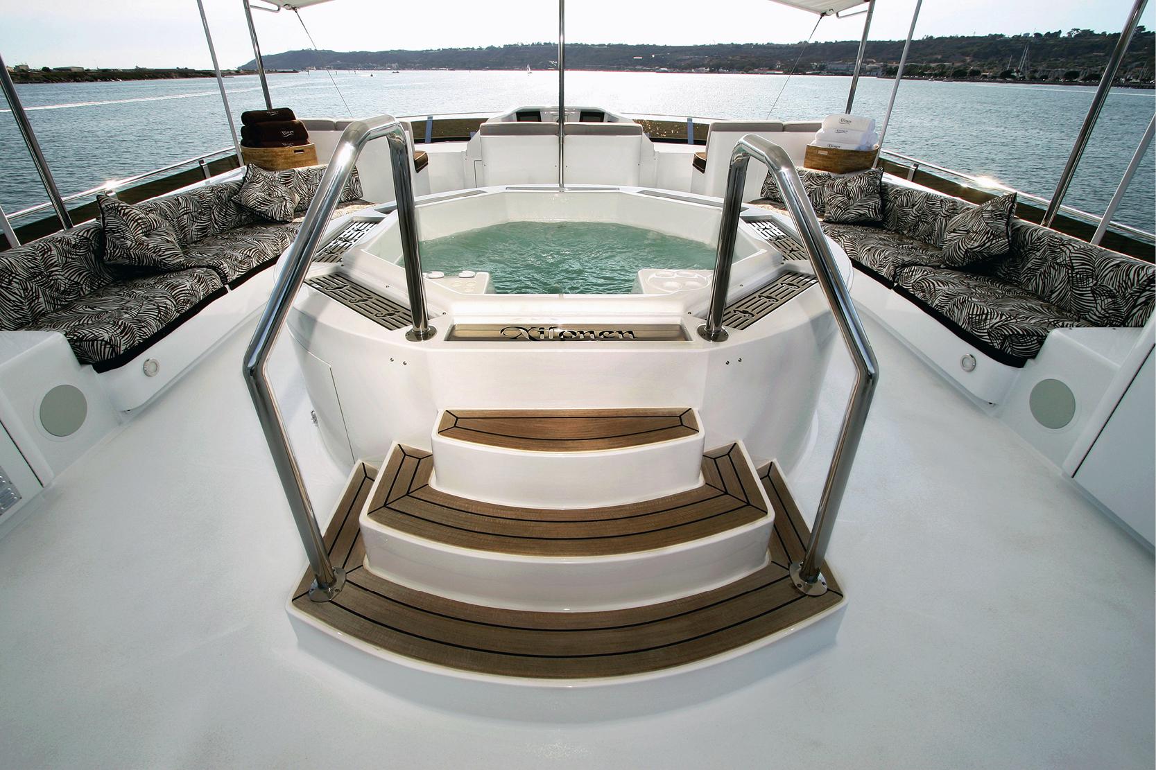 Karen-Lynn-Interior-Design-Yacht-Xilonen_26.jpg