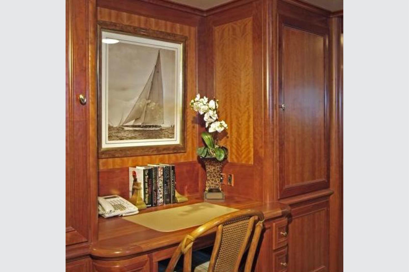 Karen-Lynn-Interior-Design-Yacht-Kaori_10.jpg
