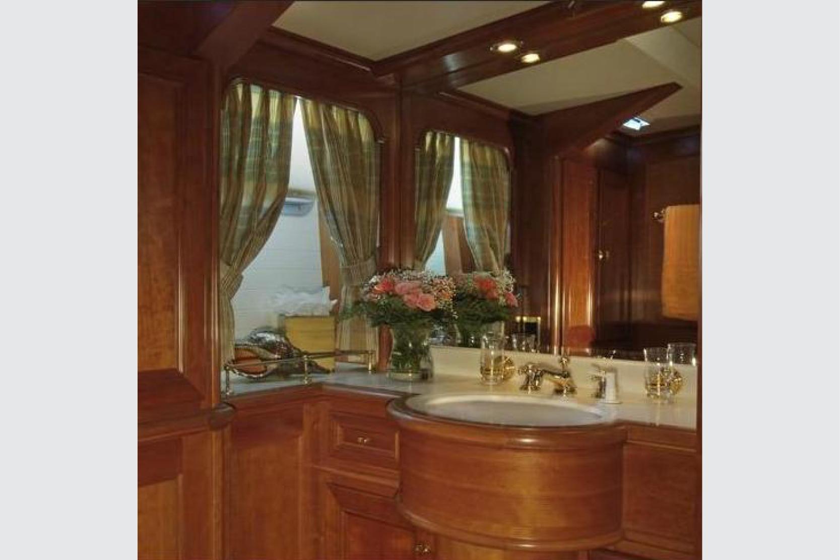 Karen-Lynn-Interior-Design-Yacht-Kaori_11.jpg