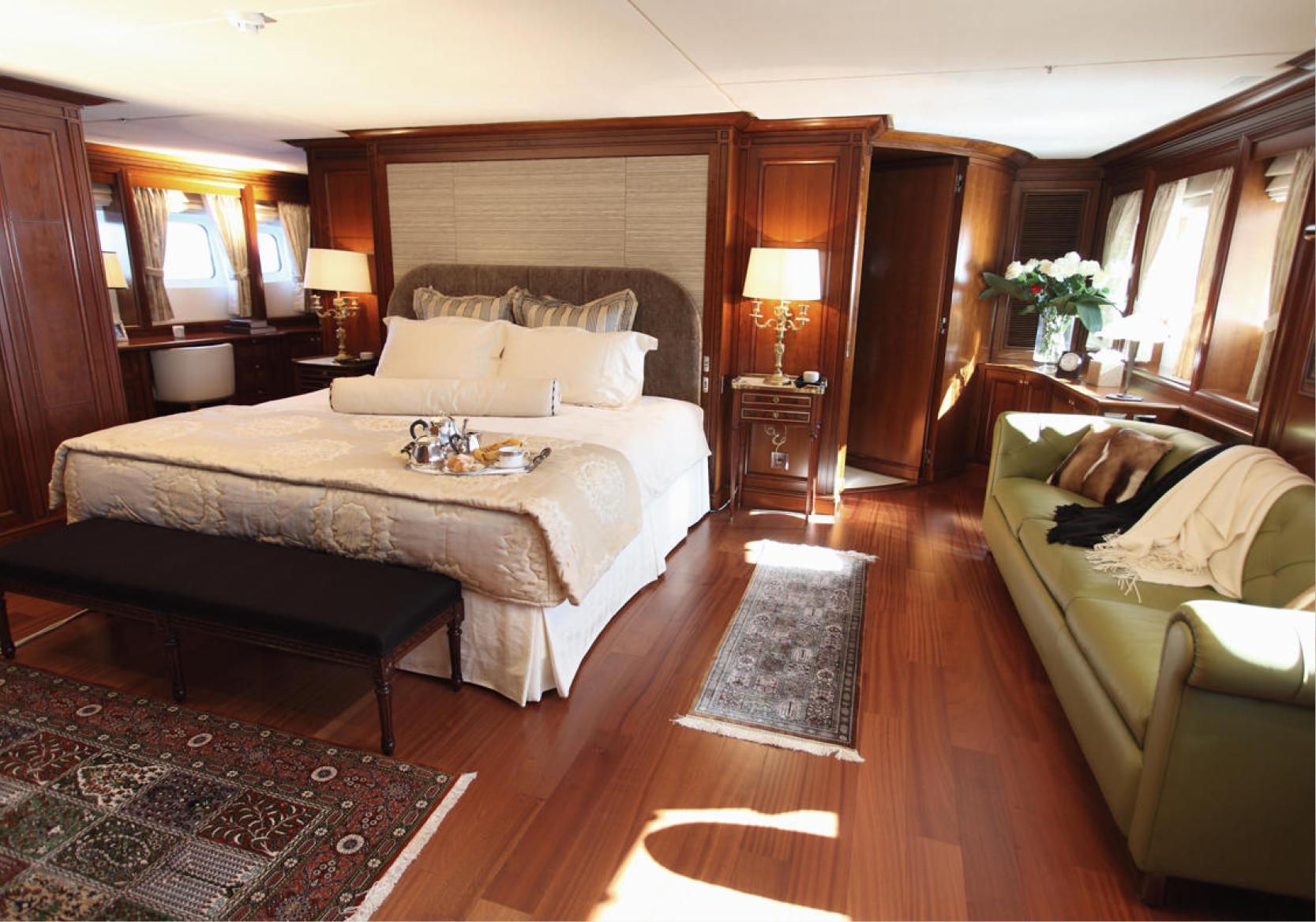 Karen-Lynn-Interior-Design-Yacht-Sea-Dweller-12.jpg