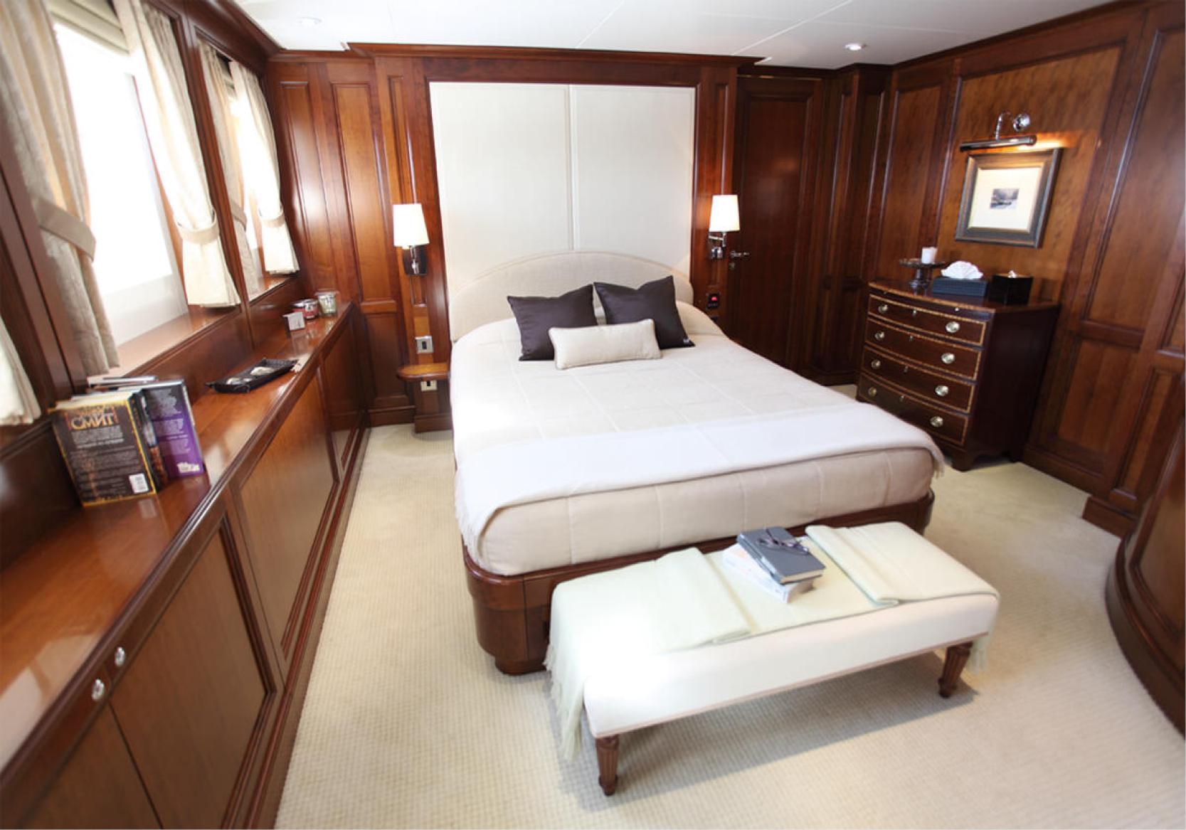 Karen-Lynn-Interior-Design-Yacht-Sea-Dweller-16.jpg