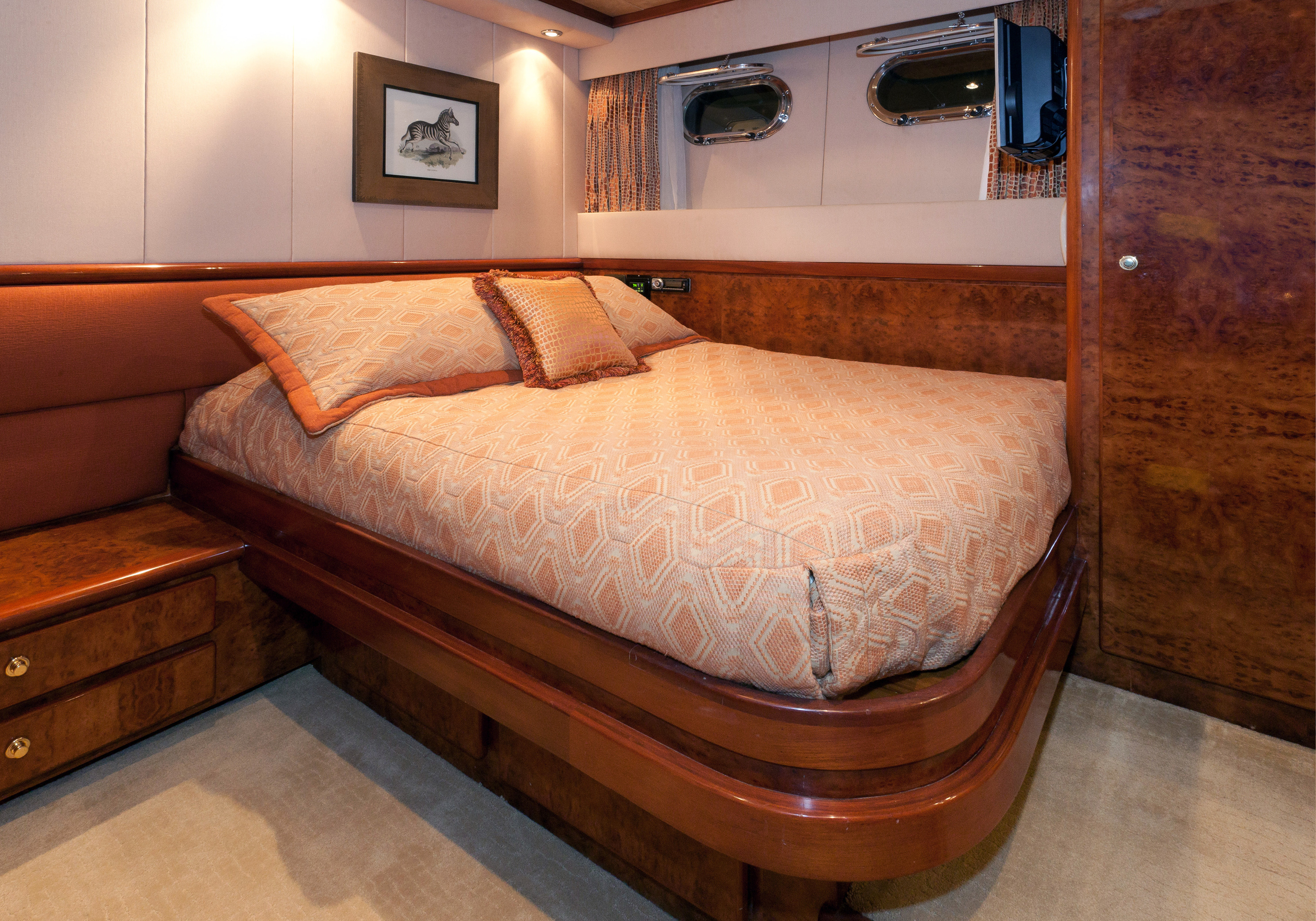 Karen-Lynn-Interior-Design-Yacht-Impulsive-12.jpg