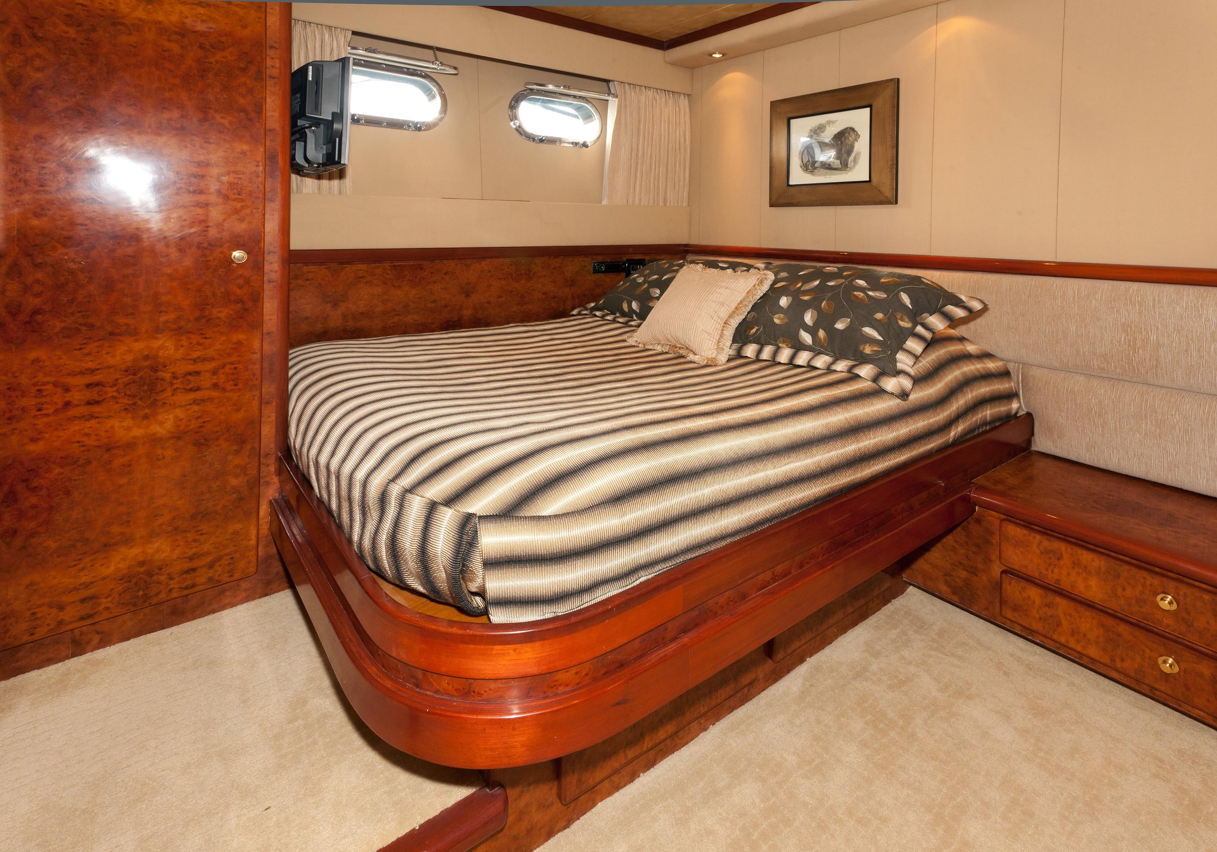 Karen-Lynn-Interior-Design-Yacht-Impulsive-11.jpg