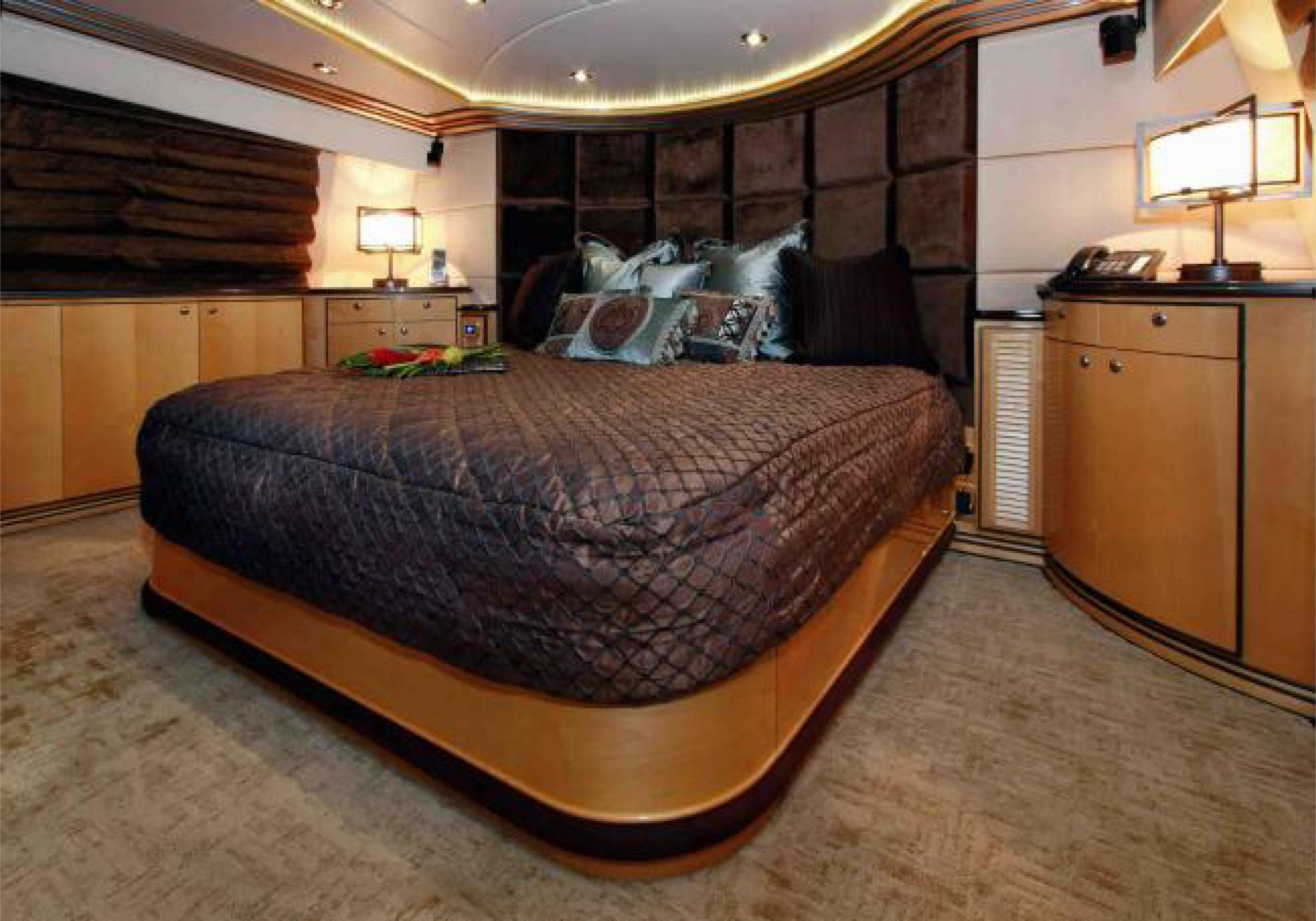 Karen-Lynn-Interior-Design-Yacht-Impulsive-18.jpg