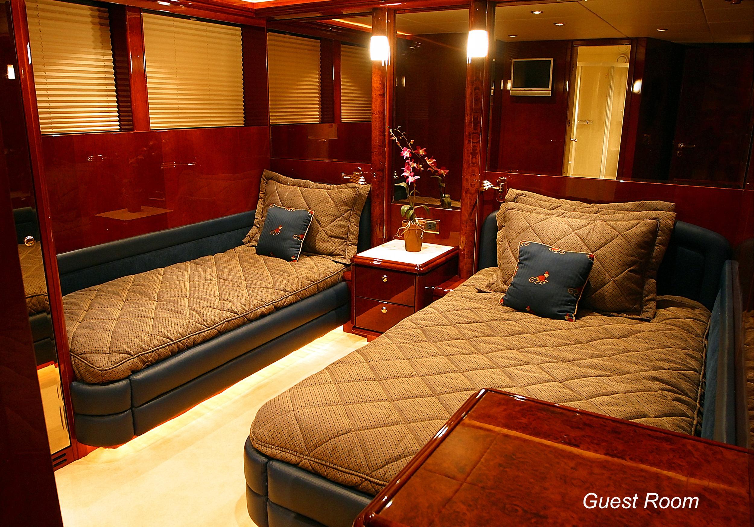 Karen-Lynn-Interior-Design-Yacht-Shalimar-7.jpg