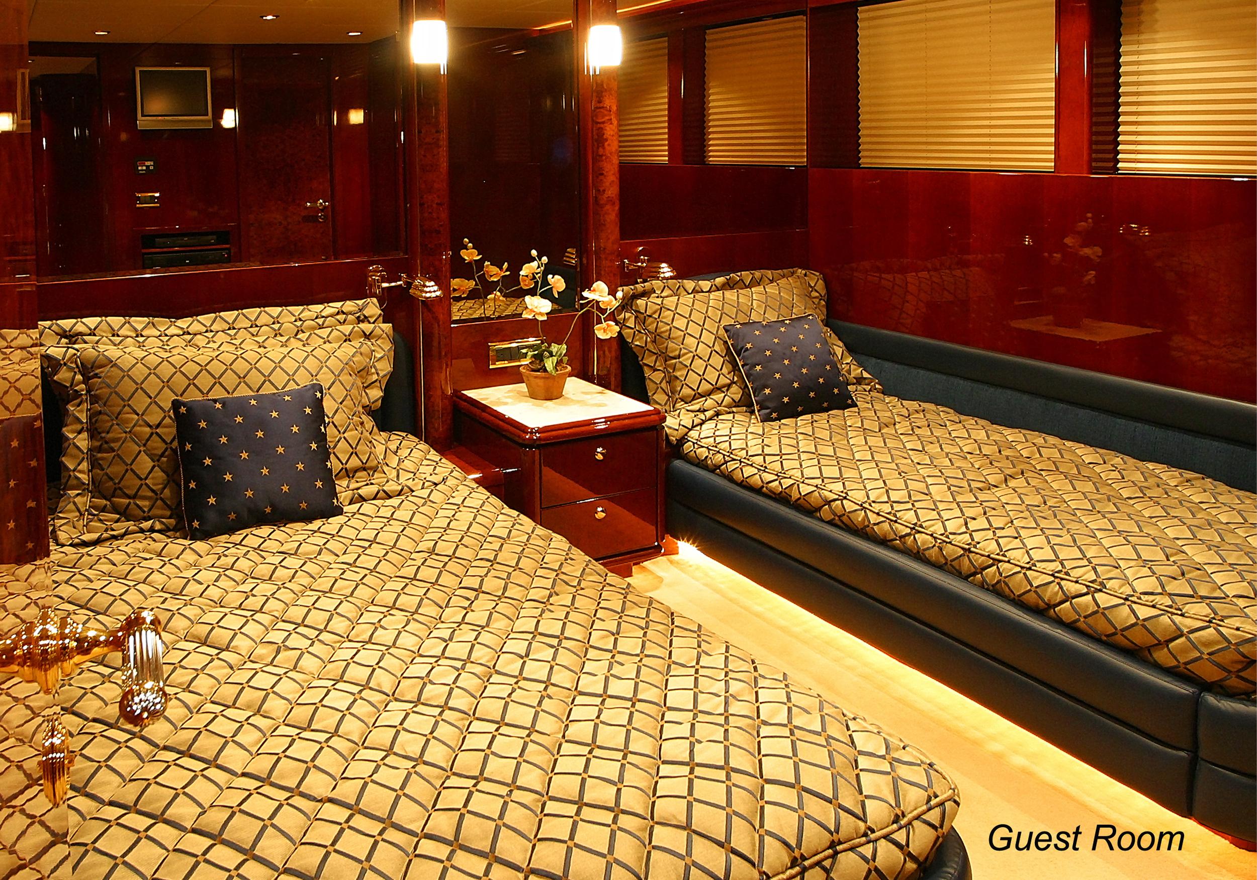 Karen-Lynn-Interior-Design-Yacht-Shalimar-9.jpg