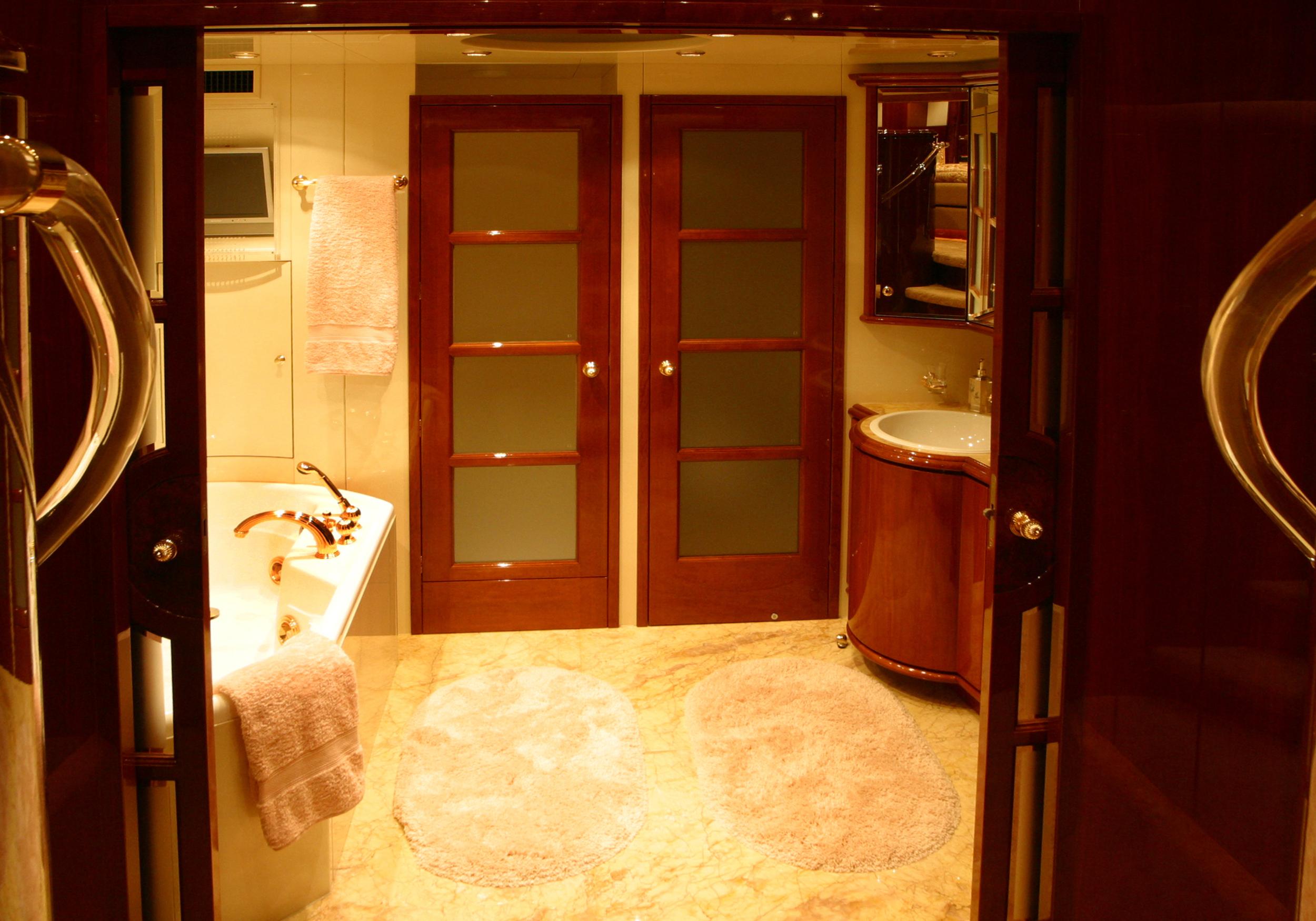 Karen-Lynn-Interior-Design-Yacht-Shalimar-11.jpg