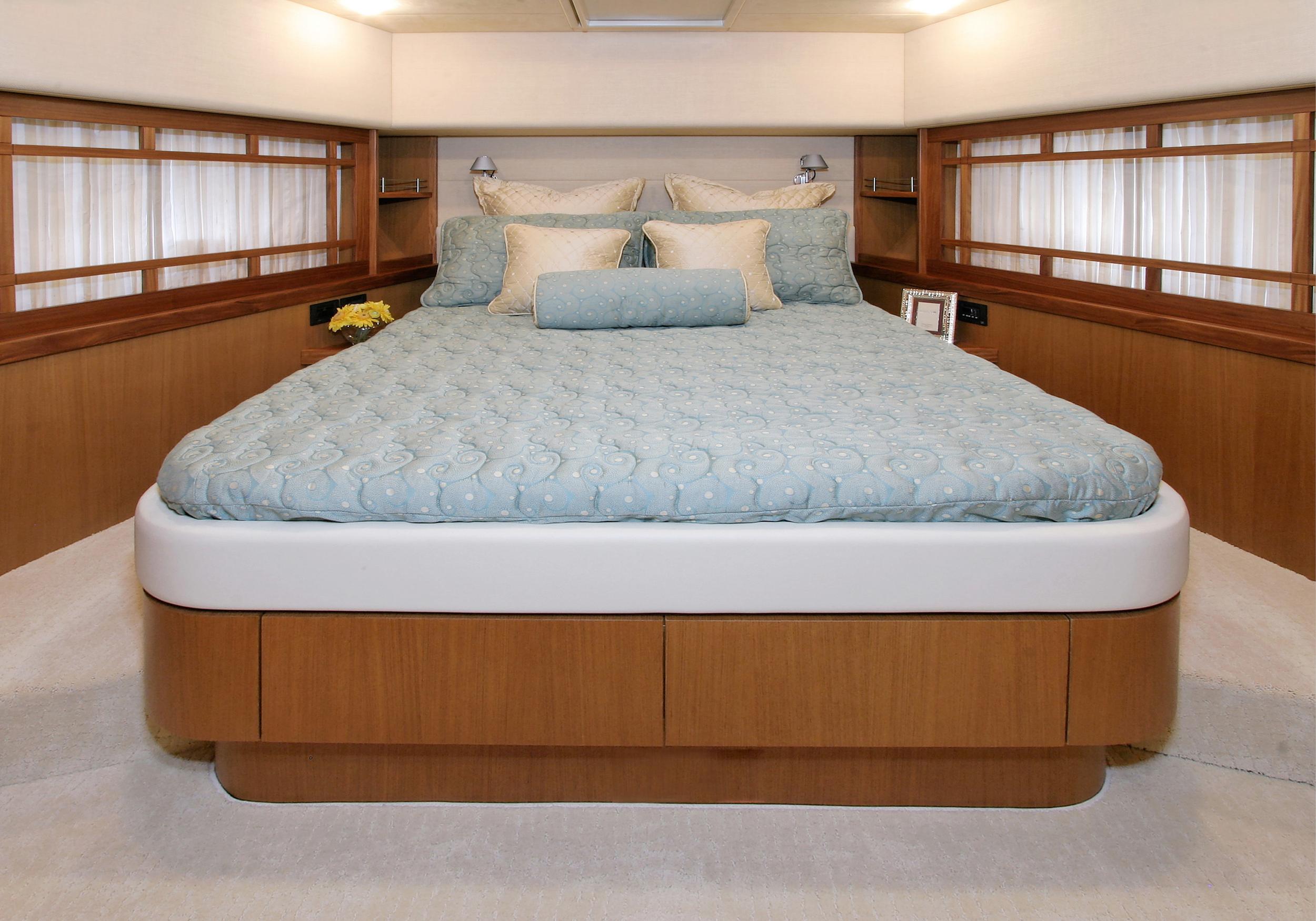 Karen-Lynn-Interior-Design-Yacht-MarineMax-Ferretti73-4.jpg