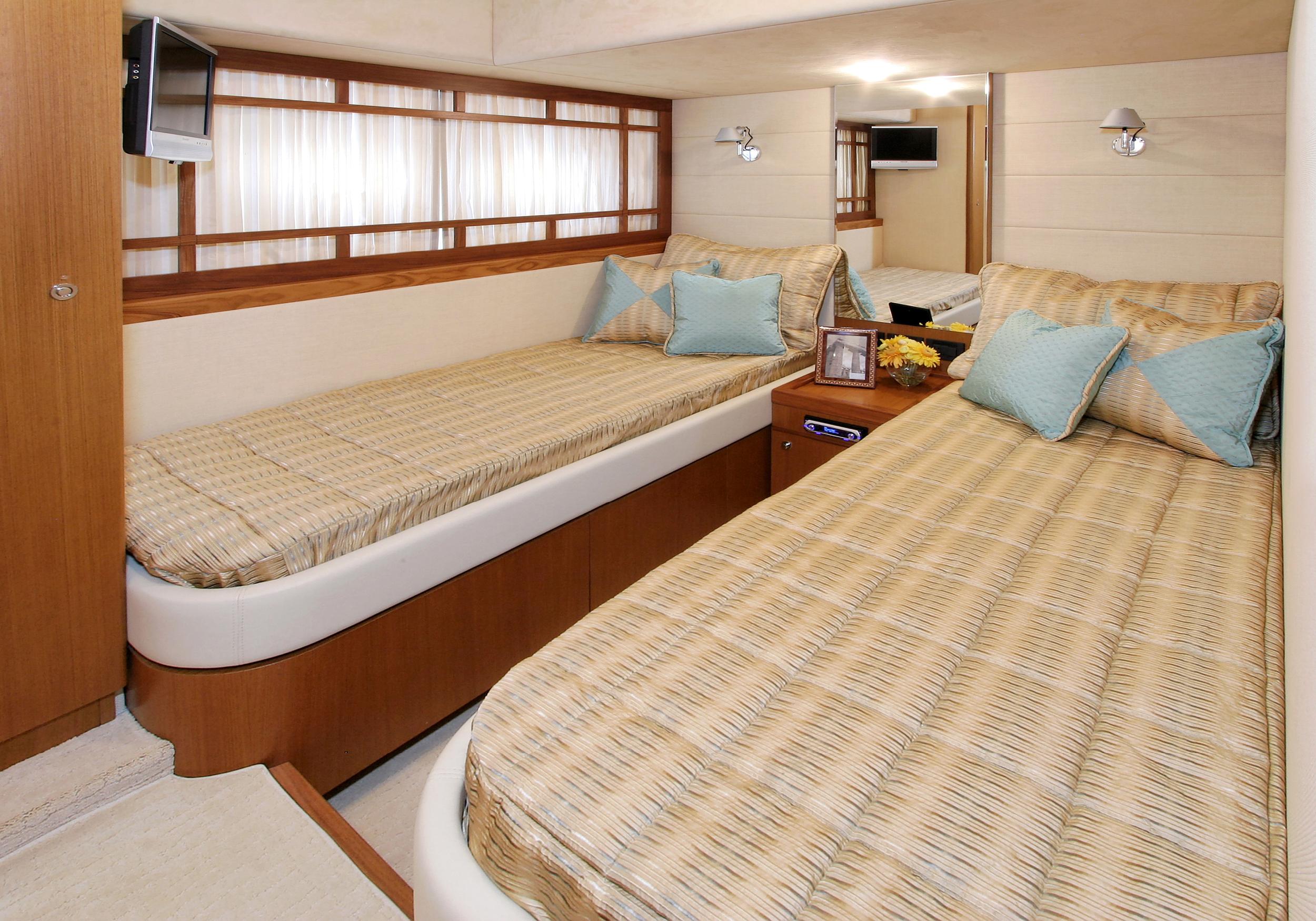 Karen-Lynn-Interior-Design-Yacht-MarineMax-Ferretti73-5.jpg