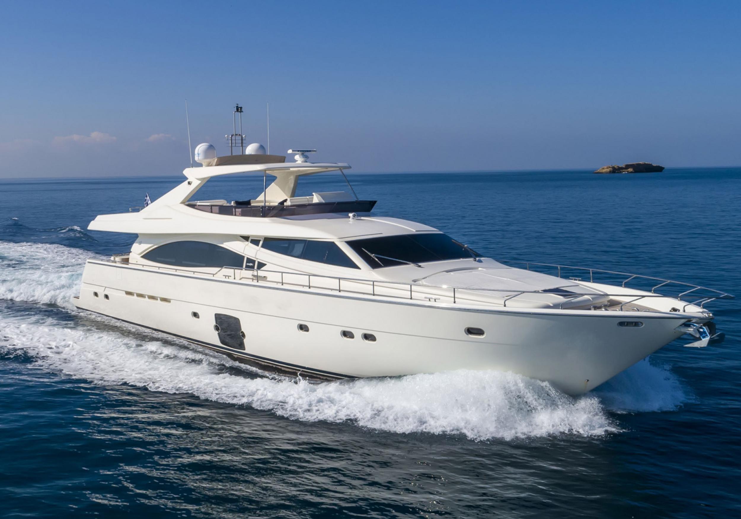 Karen-Lynn-Interior-Design-Yacht-MarineMax-Ferretti83-1.jpg