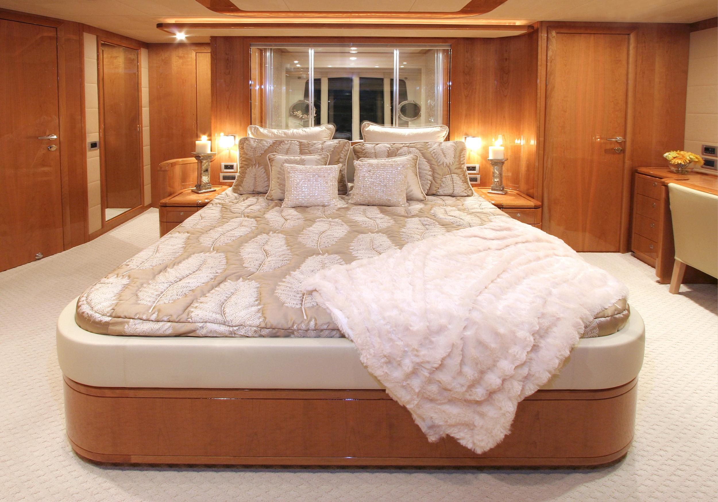 Karen-Lynn-Interior-Design-Yacht-MarineMax-Ferretti83-4.jpg
