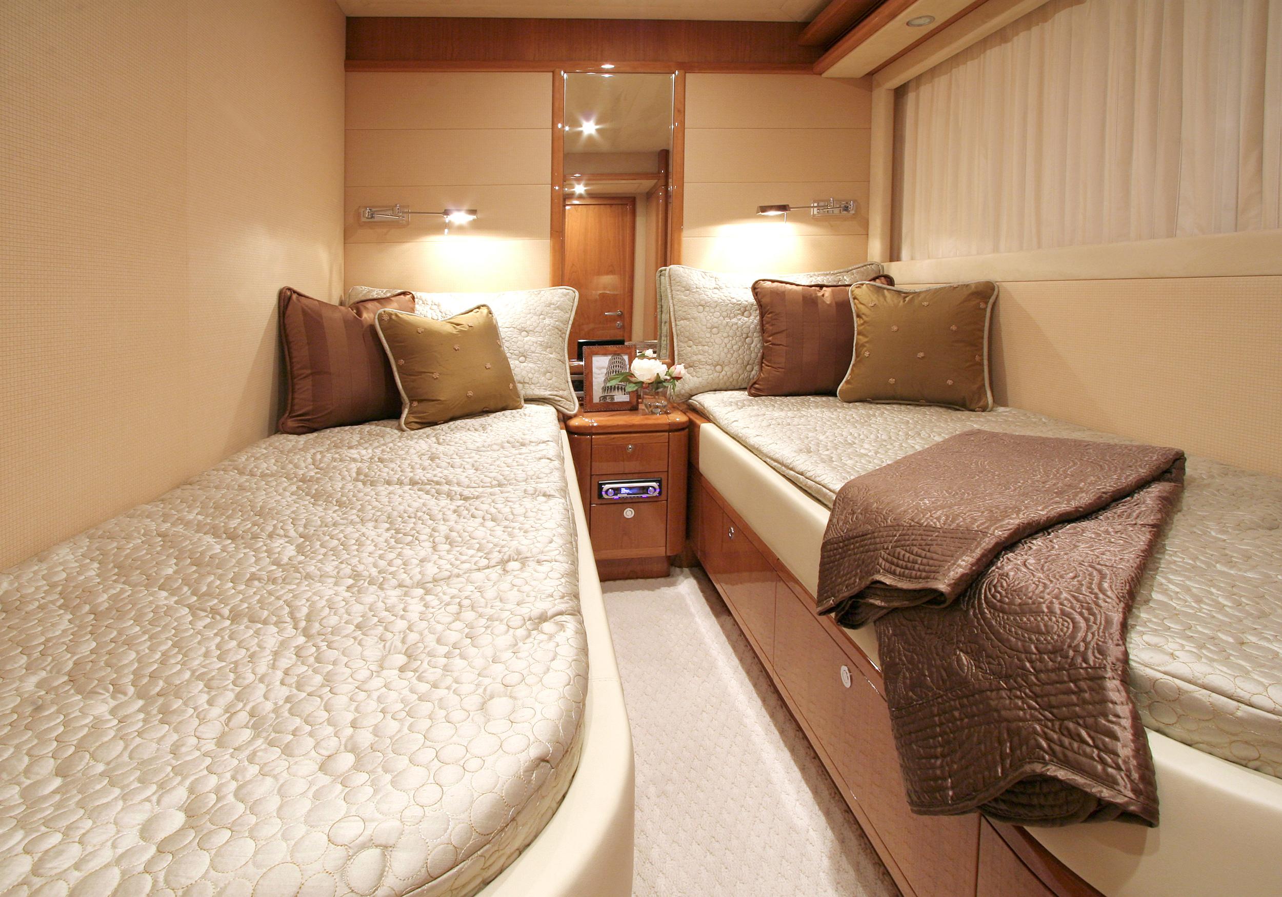 Karen-Lynn-Interior-Design-Yacht-MarineMax-Ferretti83-5.jpg