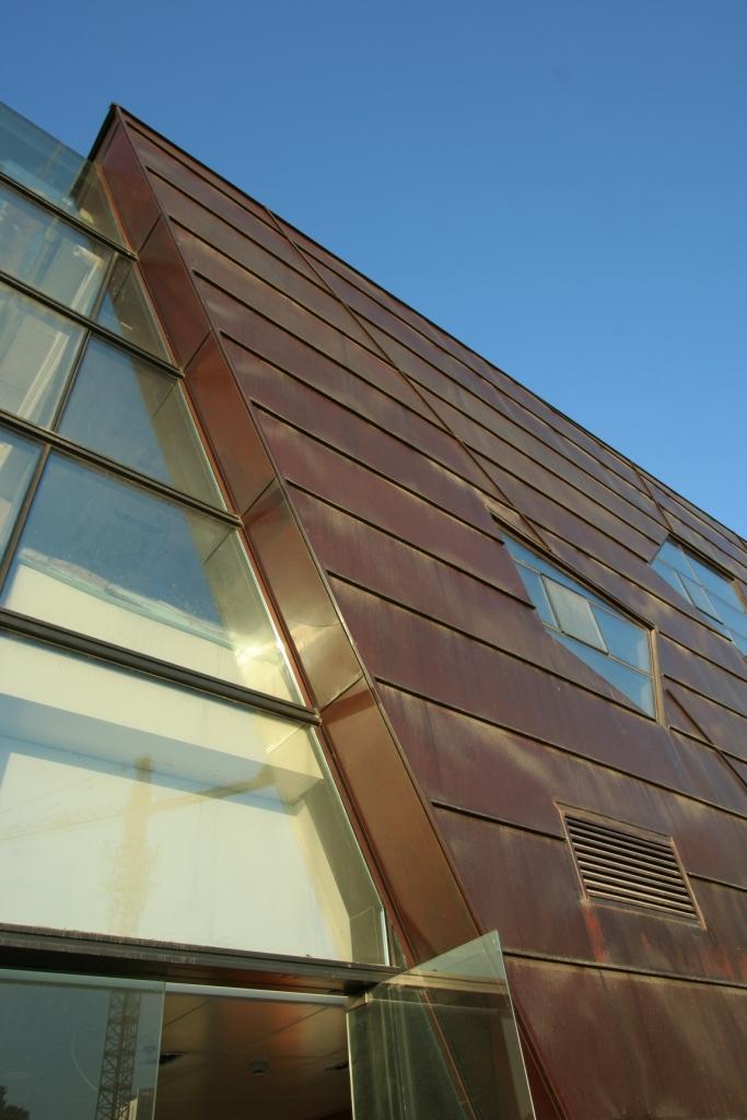 Copper_cladded_building_on_Yifei_Originality_Street,_Shanghai,_PRC.jpg