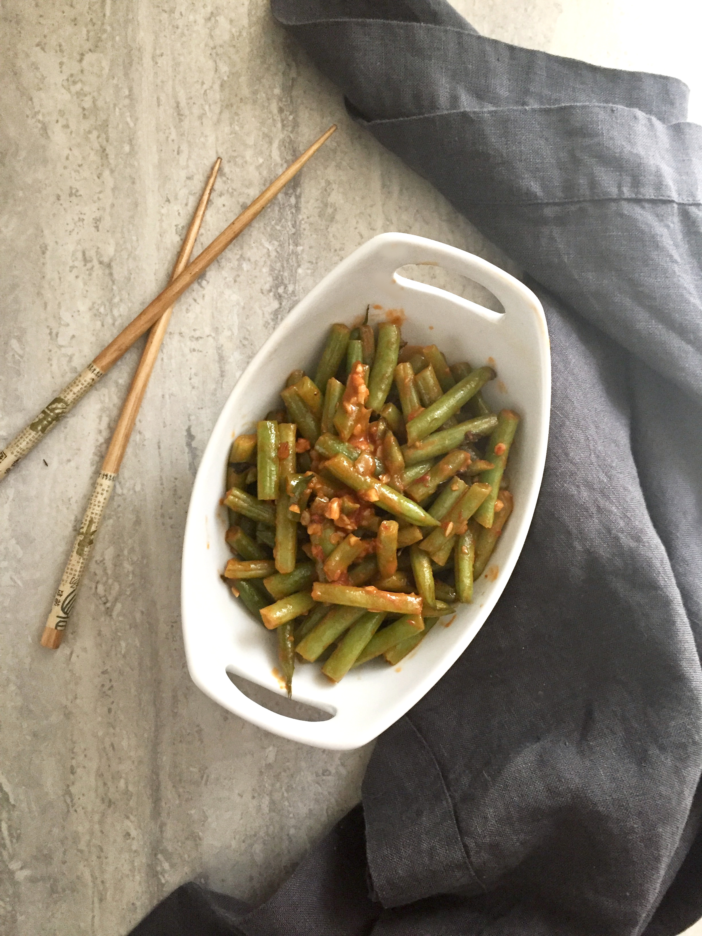 Korean green beans recipe from the food and lifestyle blog, SoufflesandSawdust.com
