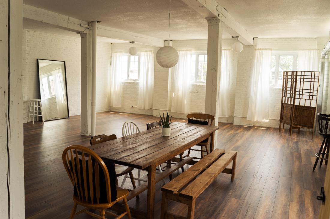 hamilton-photo-studio-the-lunar-loft-boudoir-studio-lifestyle-toronto-niagara+(10).jpg