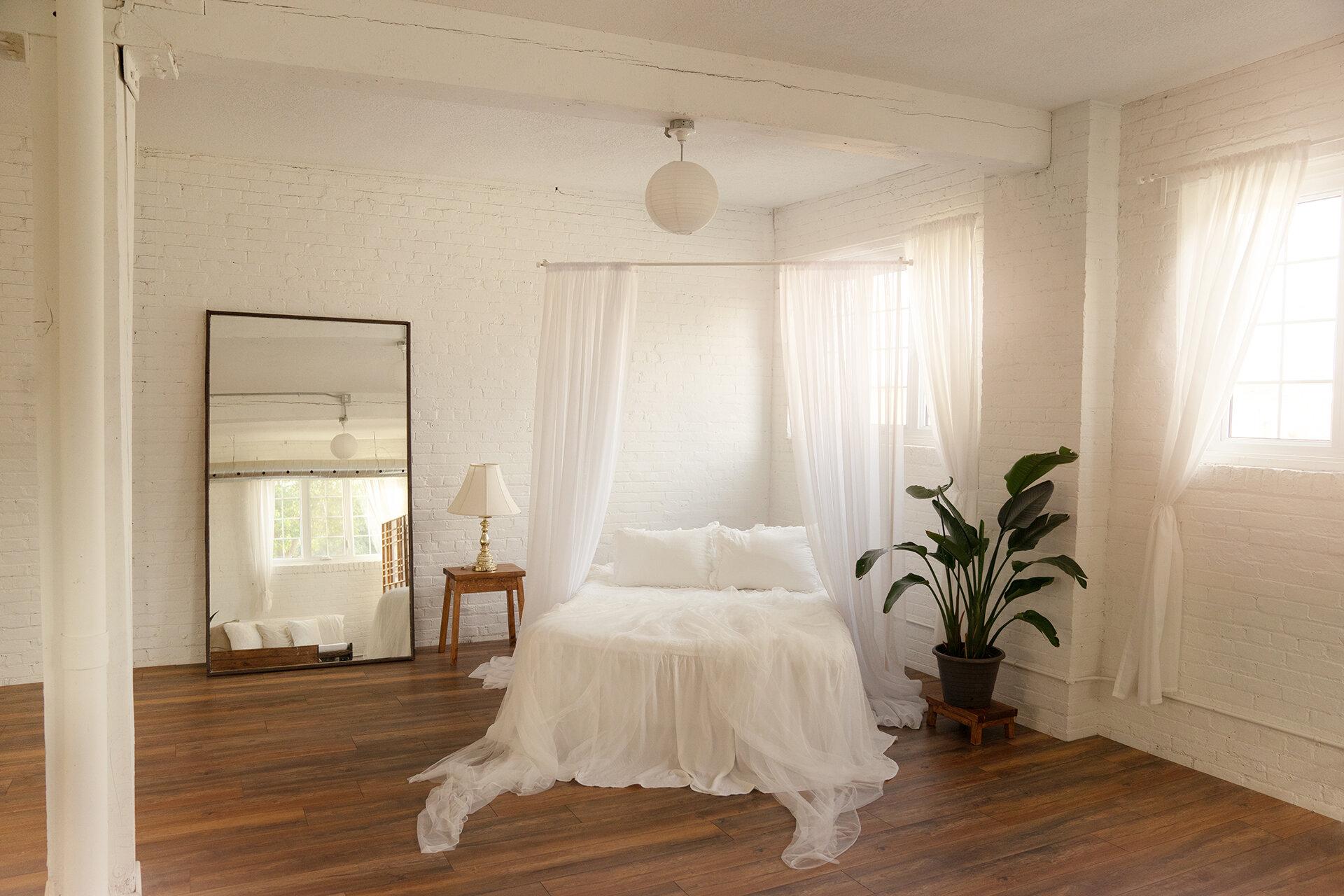 the-lunar-loft-hamilton-toronto-boudoir-studio-photographer-lifestyle.jpg
