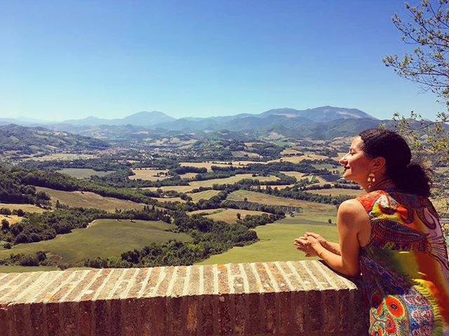 Come with us on an adventure! 🌱🌻Our tours include all kinds of outdoor activities like hiking, sunflower fields, hot air balloon rides, and miles of picture perfect biking in the countryside. You won't find a better way to get in those 10,000 steps! 👣 www.italianatours.com . . #italytravel #travel #wishyouwerehere #italianatours #italy #loves_italia #italygram #italytravel #italy_photolovers #awesomedreamplaces #living_europe #wonderfuldestinations #bbctravel #traveladdicted #travelingthroughtheworld #bestvacation #europe_vacations #wanderlust #italianadventure #italy_vacations #italy_hidden_gems #10000steps #thegreatoutdoors #italiancountryside #hotairballoon #touritaly #italianvacation #italyviews