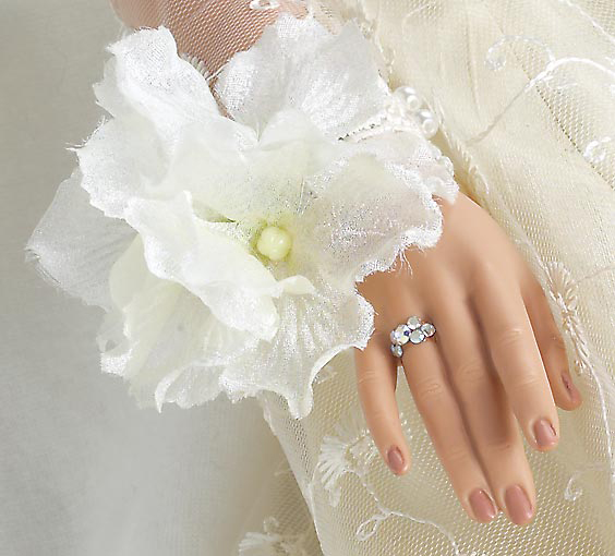Isabelle Rose Bride (closeup of hand)