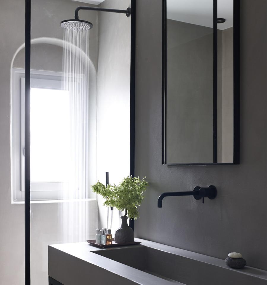 Badkamerrenovatie - Indien u van plan bent uw badkamer te renoveren, kunnen wij u helpen in het zoeken naar slimme oplossingen en inspirerende, originele uitwerkingen.Uiteraard kijken wij ook naar duurzaamheid.