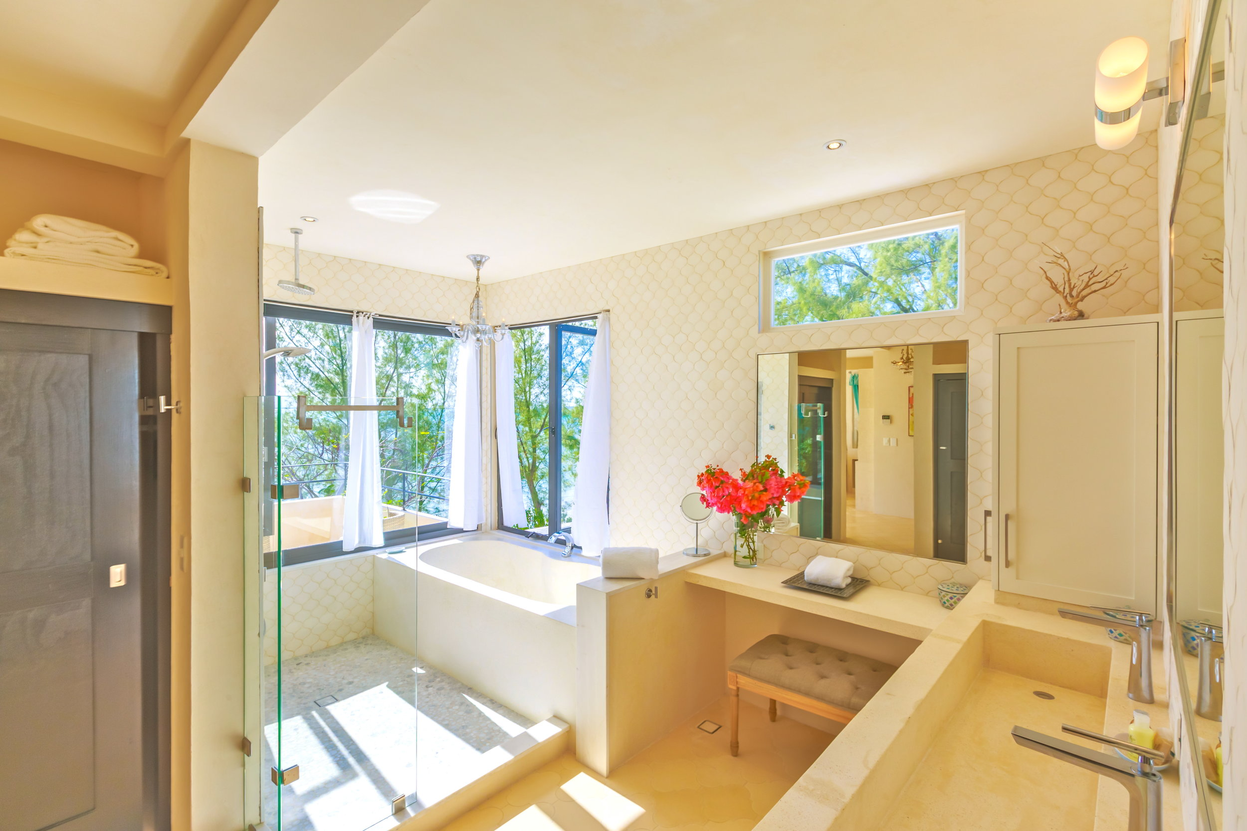 VE Rm 3 Bath 1.jpg