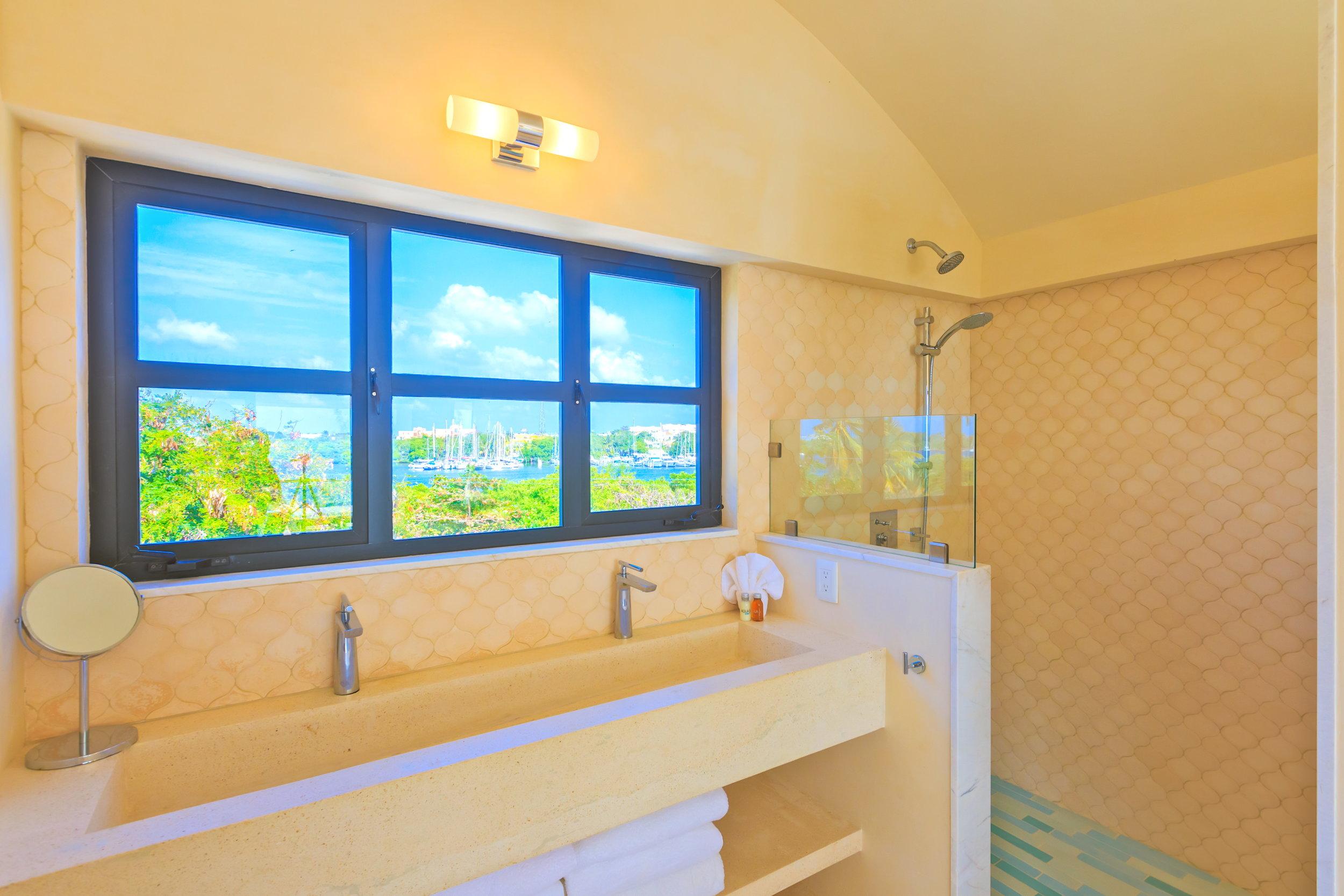 VE Rm 5 Bath 1.jpg