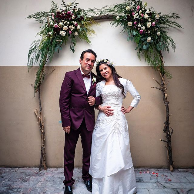Felicidades Tía! (Congrats Aunt!) Psst! The Tamales where really good. 🥟👀👌🏻   #wedding #mexico #lldm #hermosaprovincia #guadalajara #jalisco #bodas #amor #love #burgundysuit #rustic #whitedress #couple #photo #photography #happy #pareja