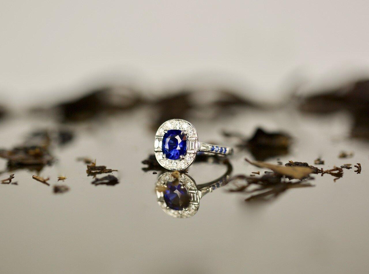 Art Deco inspired 2.18ct cushion cut sapphire and diamond ring. Image: Tallulah
