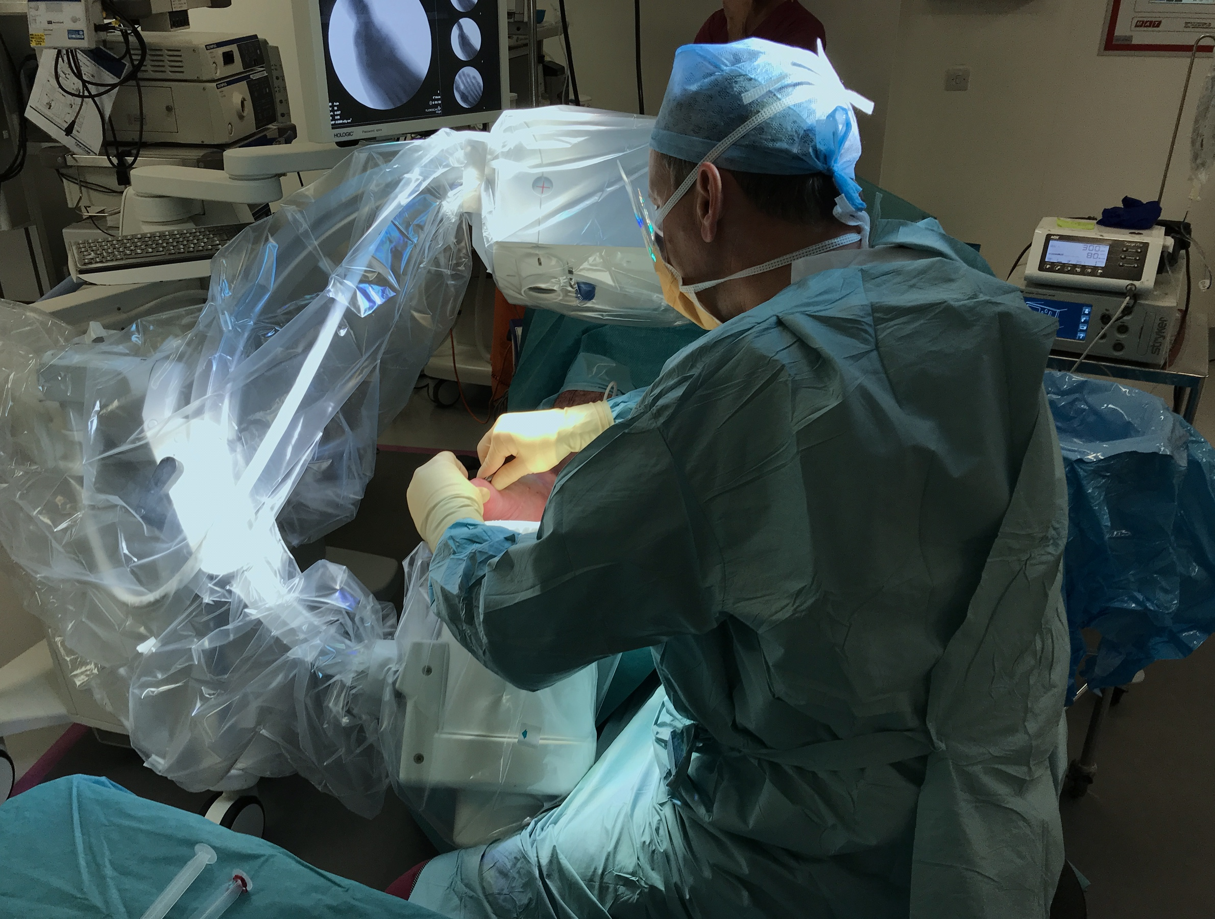 Mr Redfern performing keyhole forefoot surgery under image guidance.