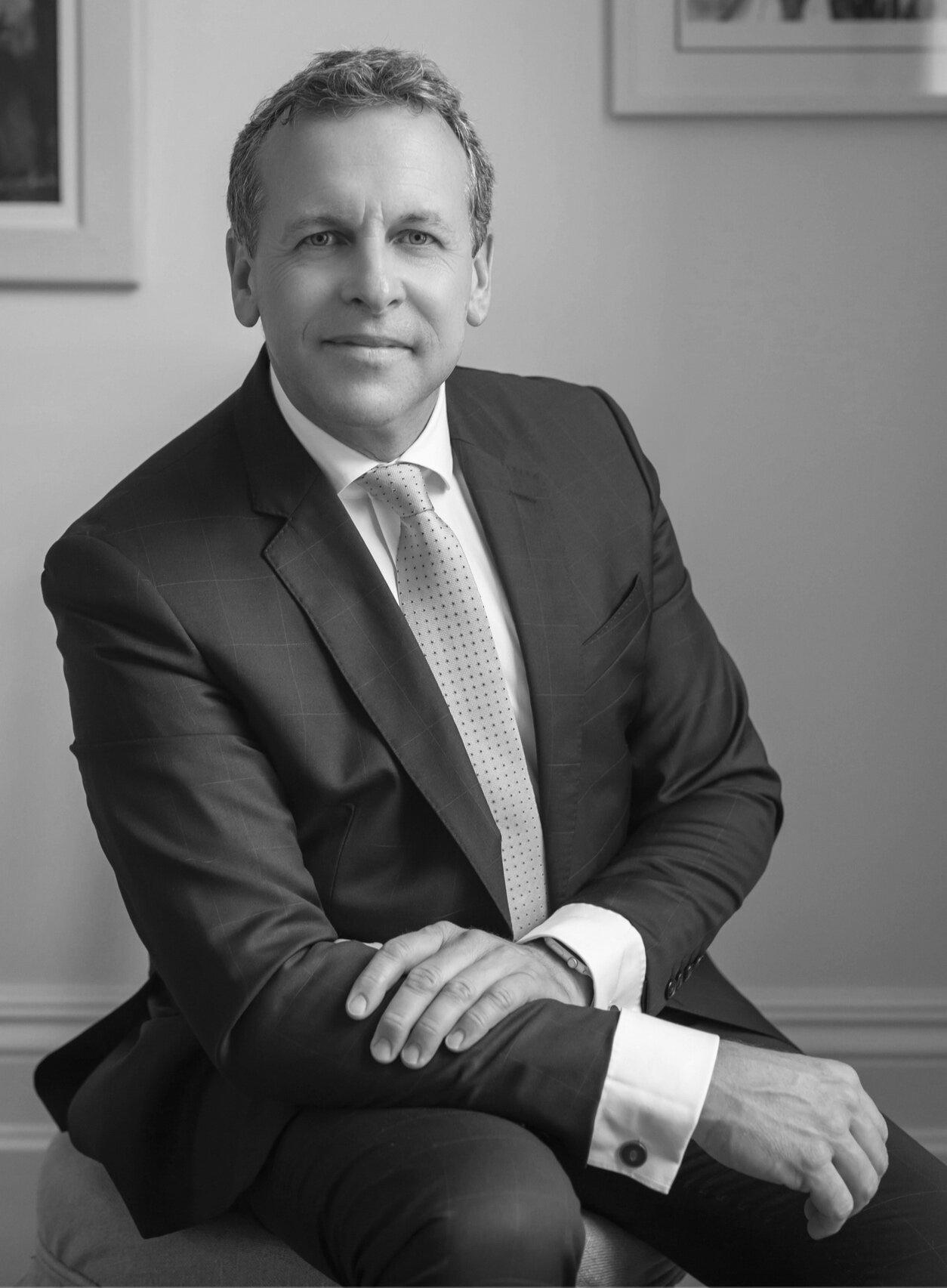Mr David Redfern FRCS(Tr&Orth) Consultant Orthopaedic Surgeon