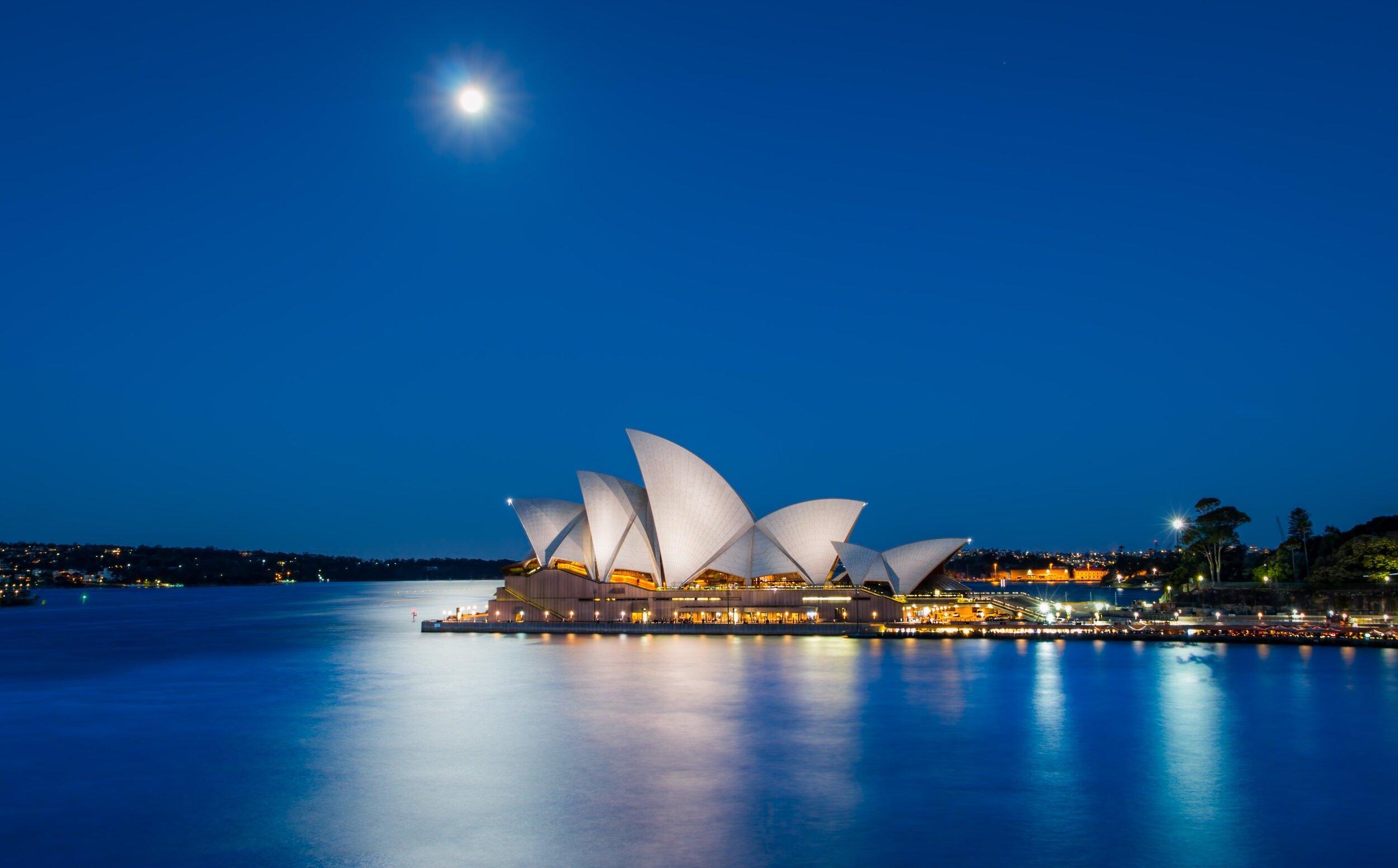 - AustraliaMr Redfern has taught his minimally invasive surgery to Orthopaedic surgeons all over Australia