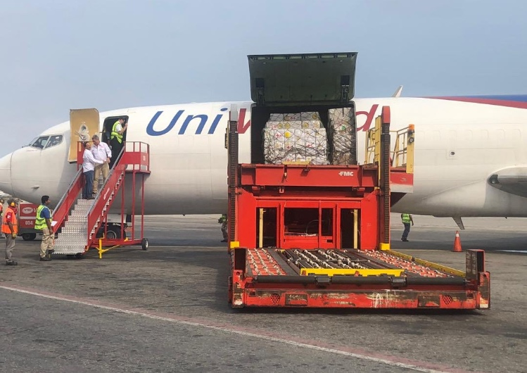 Humanitarian Aid from the Red Cross (Cruz Roja) being offloaded at Caracas Maiquetia airport on 16th April