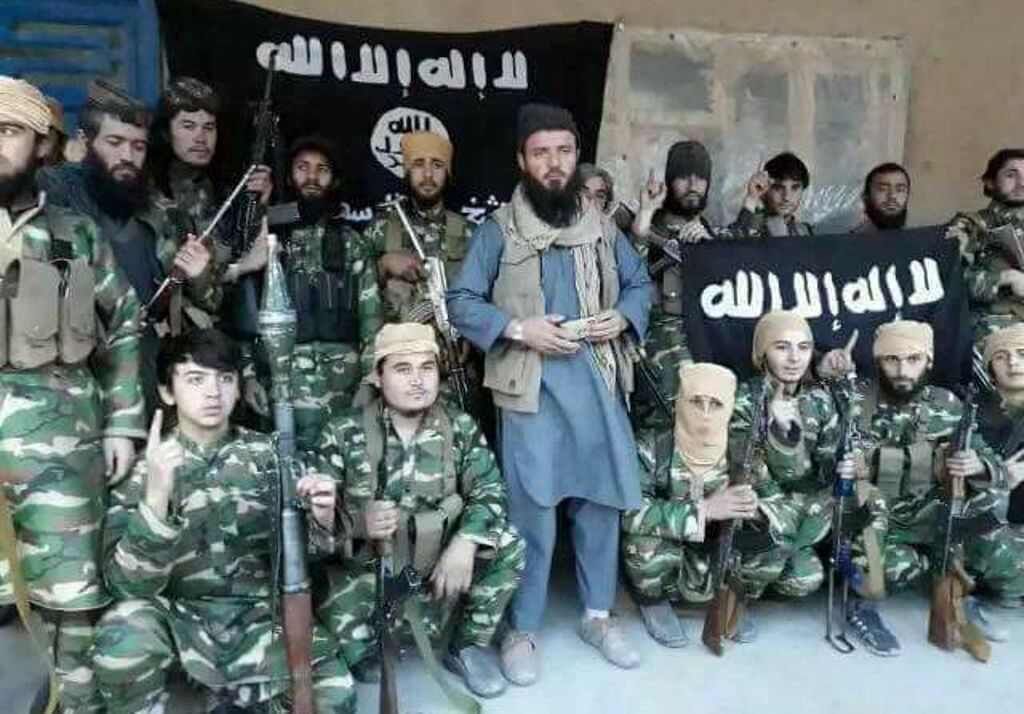 Qari Hekmat (centre) with his fighters