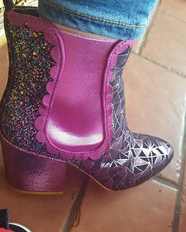 New boots so its day 202 of #365daysofirregularchoice. Kings Road today. Love the colour of these and of course the sparkles. Good to have new pairs to post 😝 @irregularchoice  #irregularchoiceshoes #loveirregularchoice #shoeart #shoeaddiction #beyourself #justbeyourself #over40andfabulous #fashionover40 #over40mom #ageisjustanumber #heelslover #confidenceiscontagious #quirkyqueen #quirky #stayquirky #shoesofinstagram #disneystyle #stayhappyalways #feelgood #glamorouswomen #bedifferentbeyou #teacherstyle #disneyteacher #quirkyandcurvy #standout #teacherootd #statementshoes #shoegameonpoint