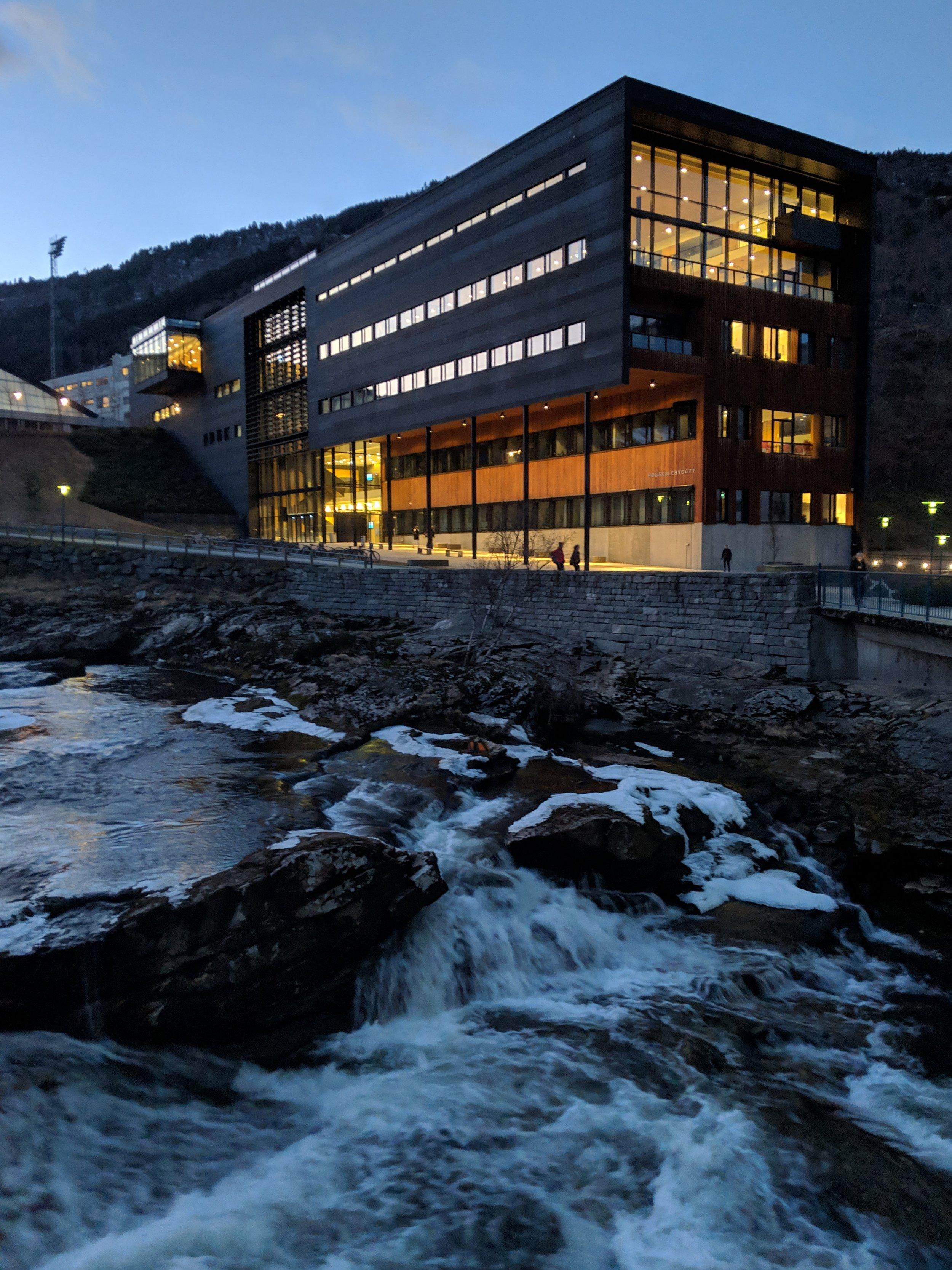 Undervisning og formidling - Resultata frå forskingsprosjektet kjem framtidige studentar til gode. Den femte arbeidspakken handlar om å ta i bruk den nye kunnskapen i fleire bachelor- og masterprogram, men òg overfor norske kommunar.