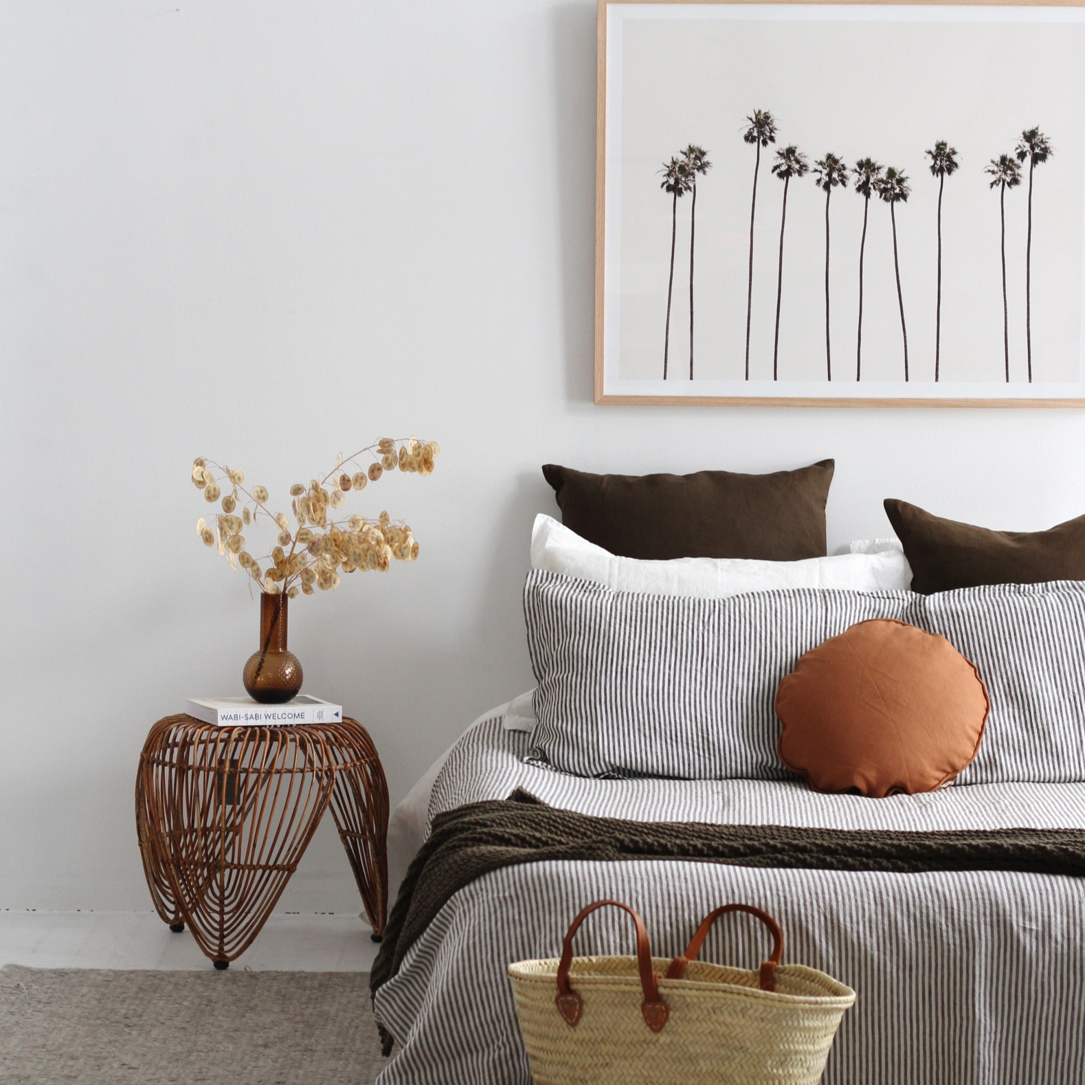 bed+with+cushions%2C+bedside+table+and+hanging+picture+on+wall