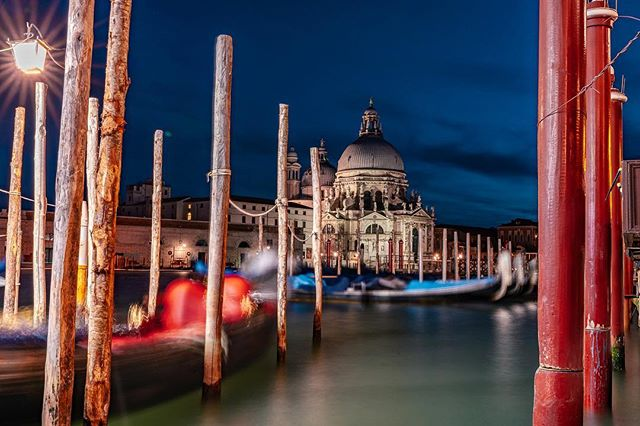 Okay sorry to ruin Venice for you, but wanna know how the sewage system works? Hint: it's in this picture.  35mm 30sec f16 ISO 100 #canalsofvenice #sewage #veniceitaly #venice #church #travelphotography #travel #instagood #photooftheday #sony #sonya7iii