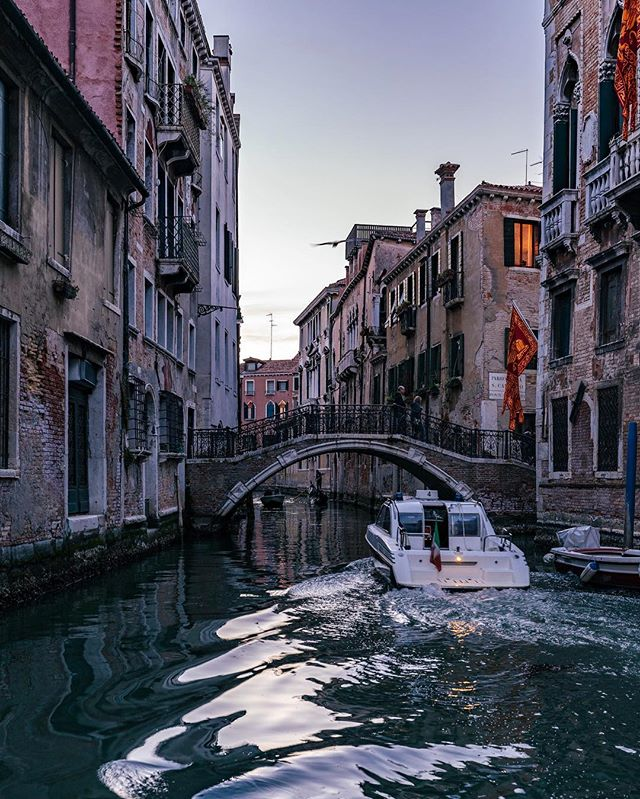 No streets means no potholes, which is sounding pretty good this time of year.  35mm 1/30s f5 ISO 400 #veniceitaly #venice #boat #travelphotography #travel #sony #sonya7iii