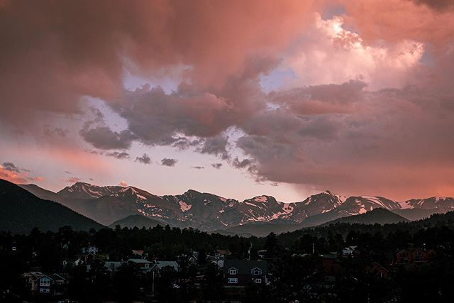 Cotton candy skies in Estes Park, CO Stiched 85mm pano 1/160s f10 ISO 400 #estespark #rockymountainnationalpark #mountains #travelphotography #travel #instagood #photooftheday #sony #sonya7iii