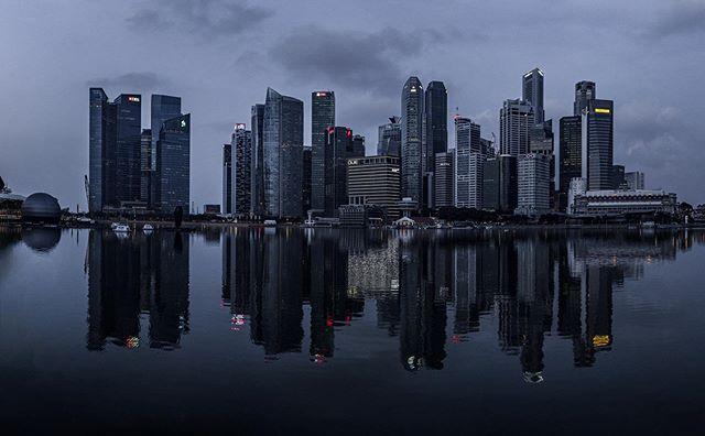 Singapore Sunrise, 35mm stitched pano 1/30s f5.6 ISO 400 #singapore #marinabaysands #asia #skyline #photooftheday #instagood #sony #sonyalpha #sonya7iii