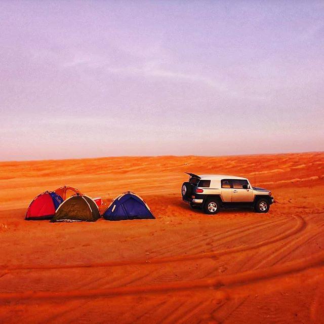 #ThrowBack Dans la province  d'Al Sharqiya, à 220 km de Mascate, la ville d'Al Wasil est la porte d'entrée 🚪 du désert 🦂 Wahiba Sands. Habité par 3000 bédouins, 1500 dromadaires 🐪 et 15000 chèvres 🐐, ce désert couvre un territoire de 200 km du nord au sud et 80 km d'est en ouest 😍😍 #DigitalNomad #Voyage #lifestyle #desert #Freedom #RemoteWorker #entrepreneur #Oman #MiddleEast
