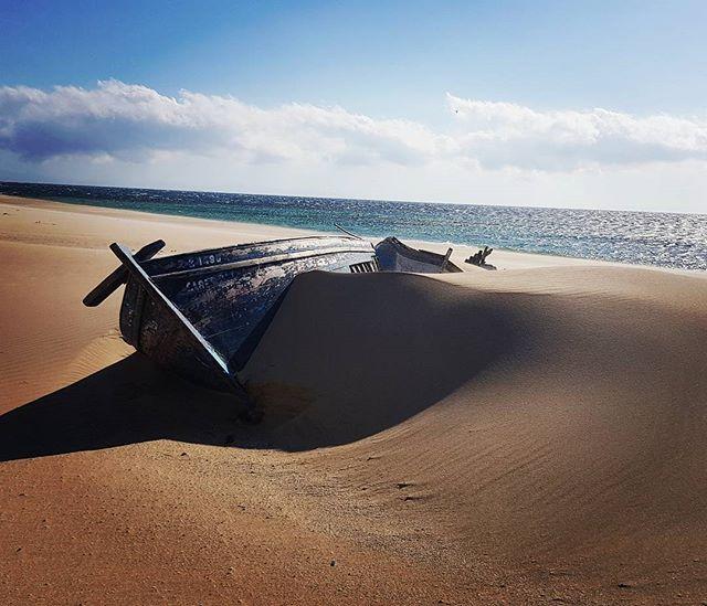 #promenade #walk #enjoy #boat #beach #beachedboat #sunny #atlantique #windy #bolonia #tarifa #spain #europe