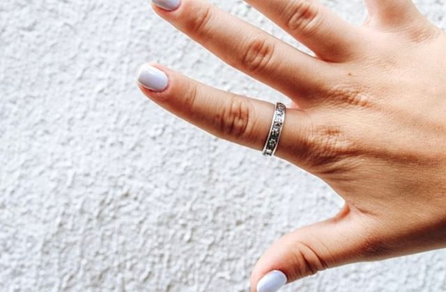 This @laurelelliottjewelry ring is one of our biggest obsessions lately🥰😍