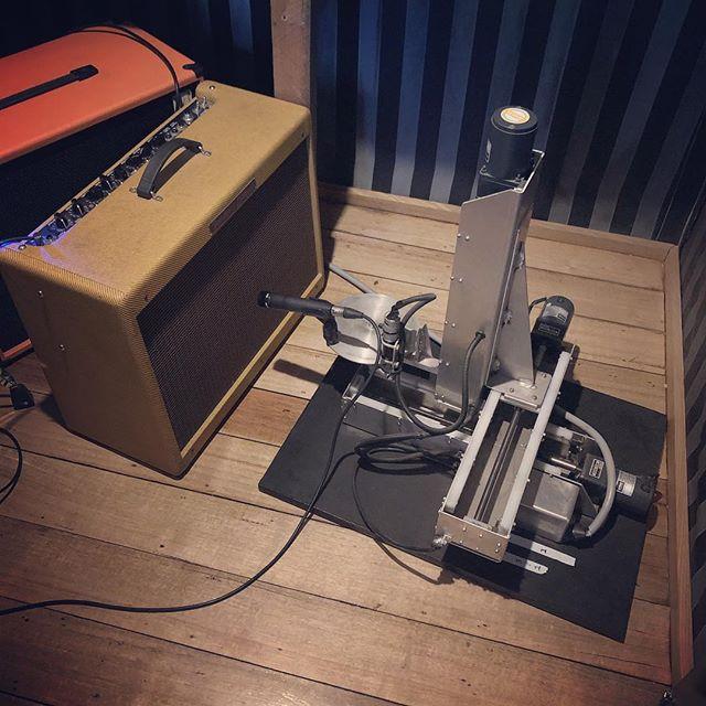 Mic Robot In Action @four4ty #fender #fenderhotroddeluxe #microbot #shure57 #recording