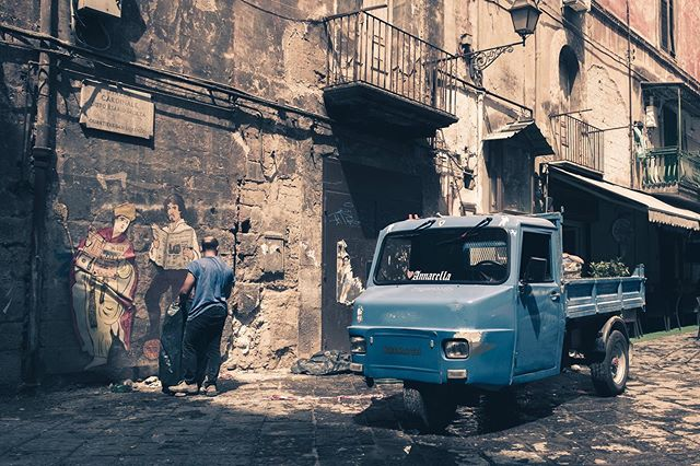 • • Napoli • Fujifilm X-E1 -18-55mm • 10/07/2019 ••••••••••••••••••••••••••••••••••••••••••••••••••• #photooftheday #photographer #fujifilm #street #fuji #fujifilmxe1 #instagram #instagood #streetstyle #love #city #urban #photo #picoftheday #lensculture #naples #urbanphotography #photoshoot #art #italy #italia #fujifilmglobal #fujifilm_global #streets_storytelling #life_is_street #myfujifilm #streets_vision #storyofthestreet #ig_street #ig_italia