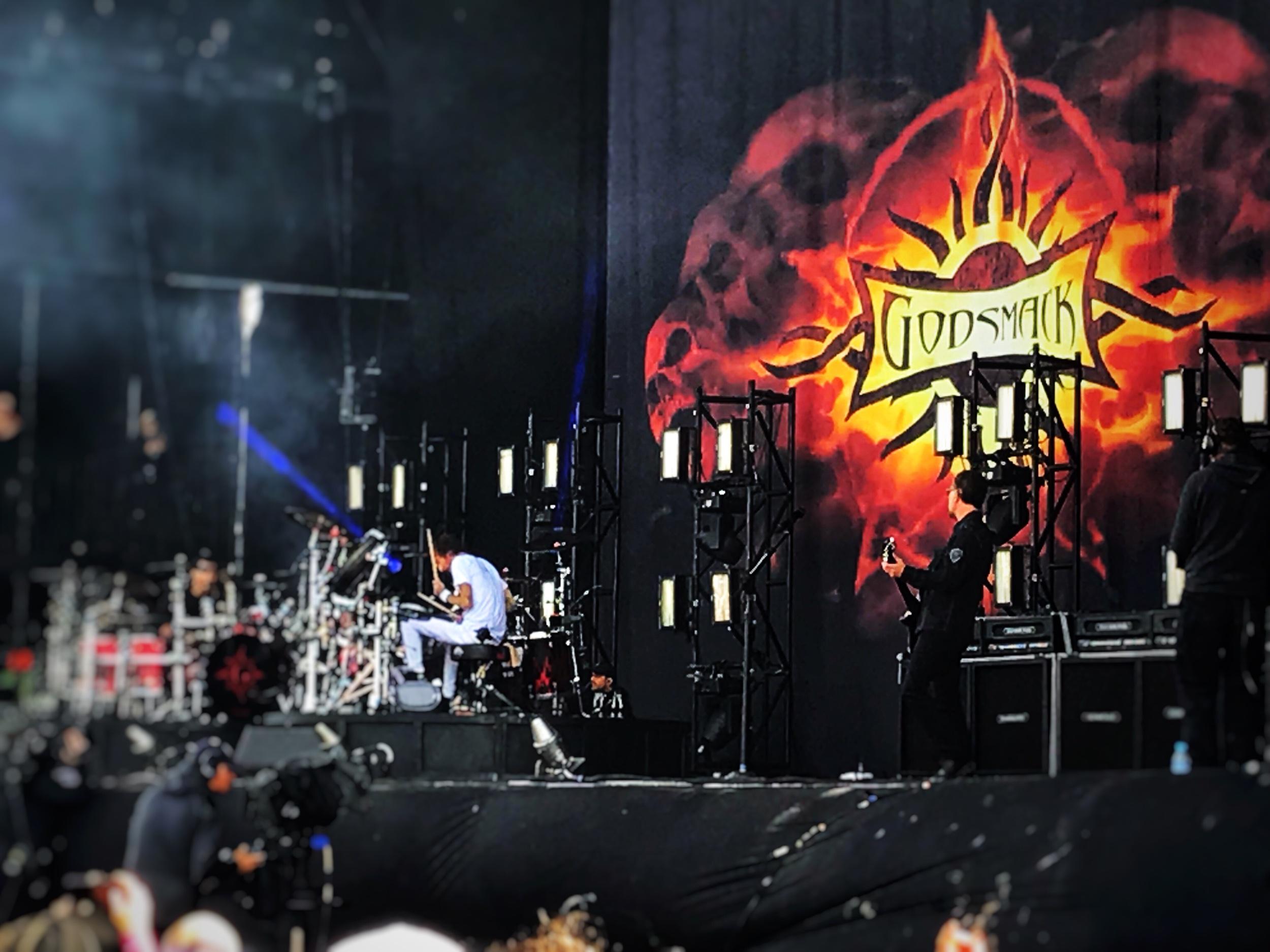 Godsmack - Battling drums …