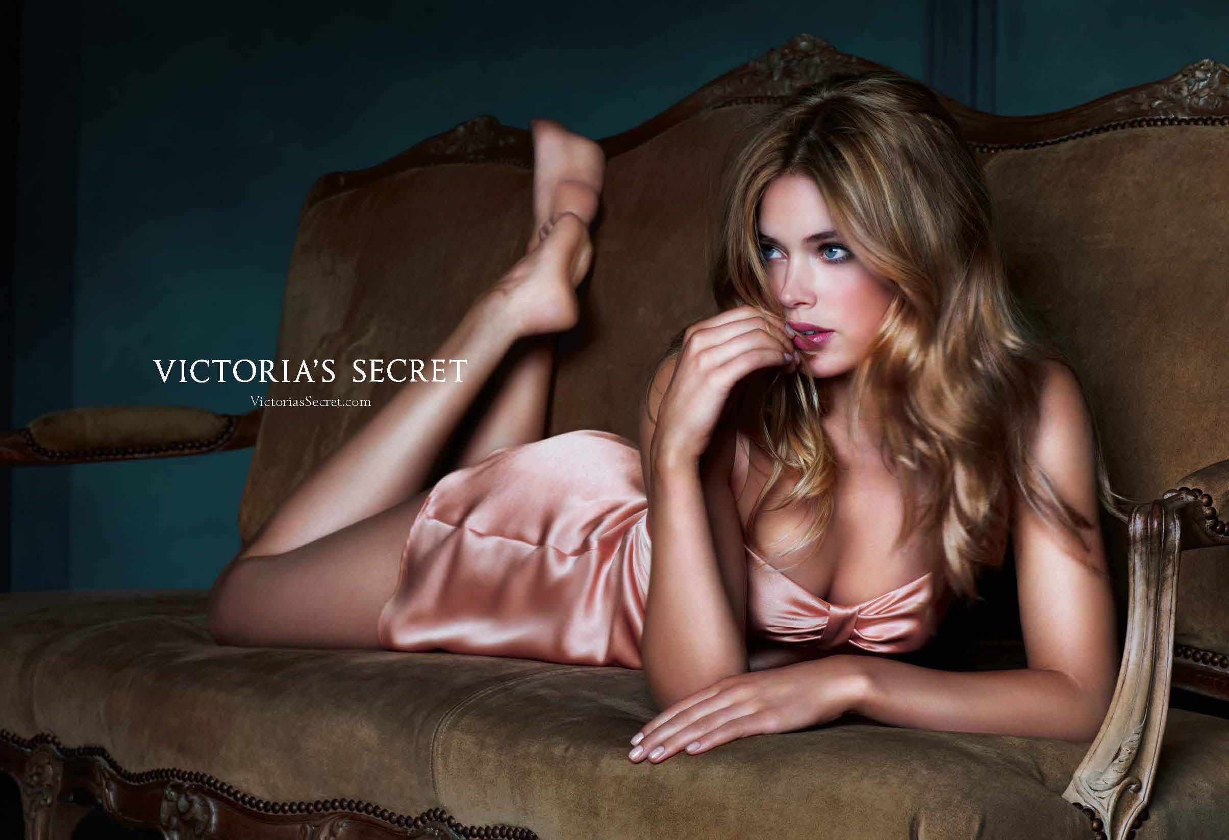 Victorias Secret Vogue 2008_Page_2.jpg