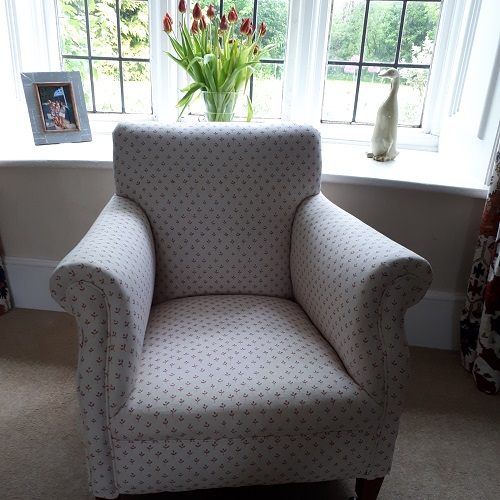 SOFT FURNISHINGS & UPHOLSTERY - We can tailor make pelmets, headboards, window seats and cushions to your personal specification with bespoke trimmings, as well as re-upholster that favourite armchair or sofa.