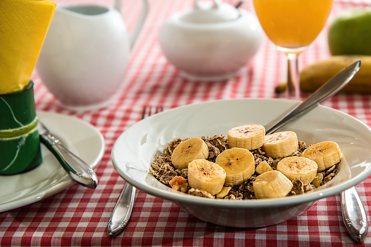 Meal rich in fiber . Cereals with bananas.